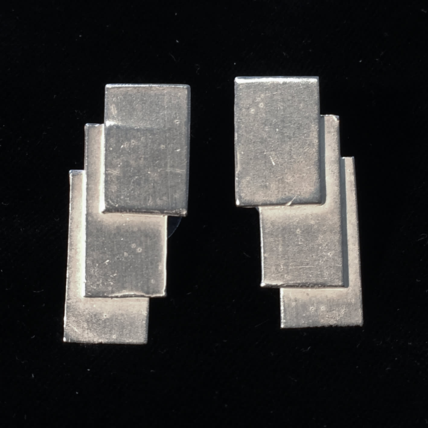 "<span class=""link fancybox-details-link""><a href=""/artists/186-helen-feiler/works/6753-helen-feiler-silver-geometric-stud-earrings-2019/"">View Detail Page</a></span><div class=""artist""><strong>Helen Feiler</strong></div> <div class=""title""><em>Silver 'Geometric' Stud Earrings</em>, 2019</div> <div class=""medium"">silver</div><div class=""copyright_line"">Own Art: £13.00 x 10 monthly payments</div>"