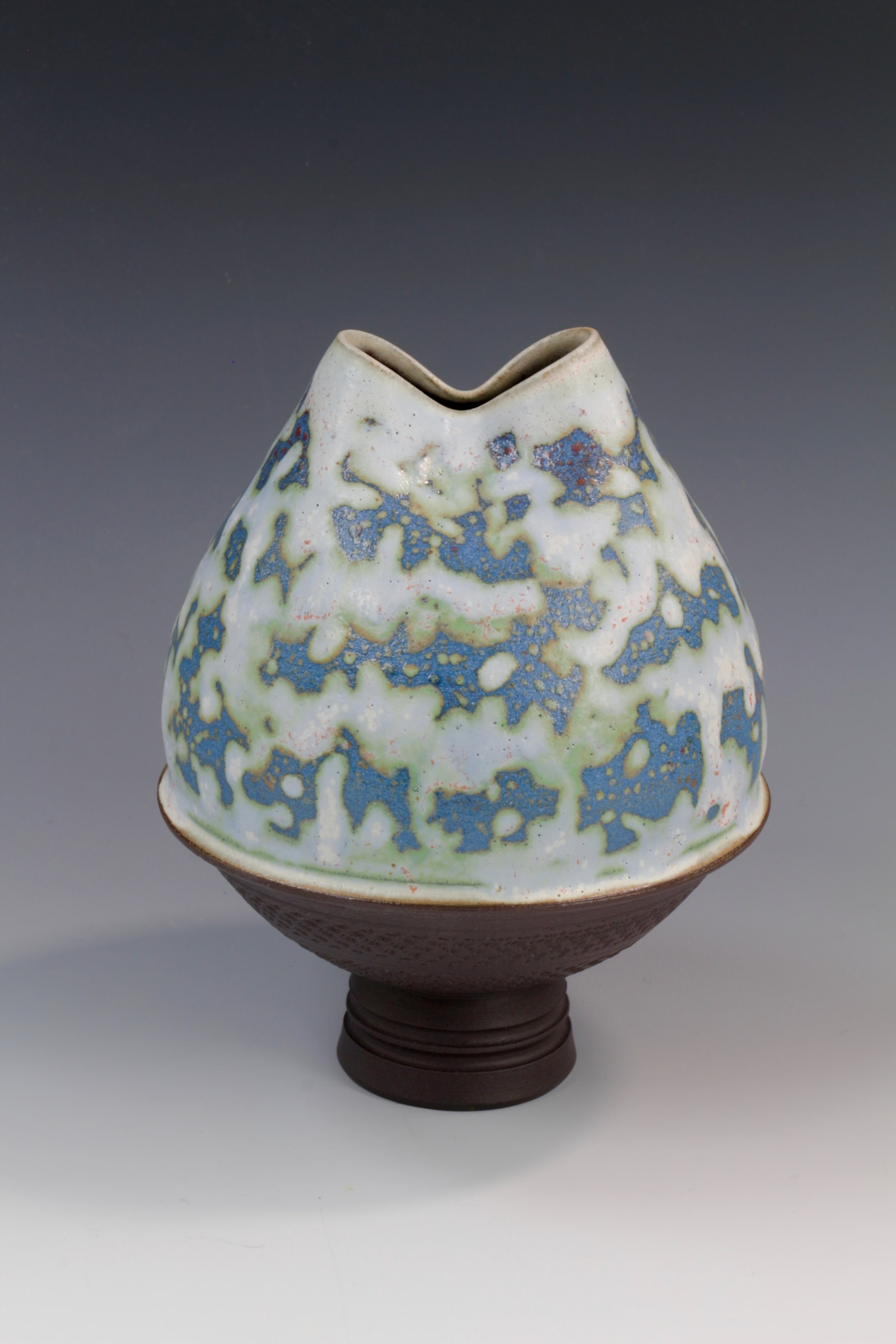 "<span class=""link fancybox-details-link""><a href=""/artists/61-geoffrey-swindell/works/6912-geoffrey-swindell-vessel-2020/"">View Detail Page</a></span><div class=""artist""><strong>Geoffrey Swindell</strong></div> b. 1945 <div class=""title""><em>Vessel</em>, 2020</div> <div class=""signed_and_dated"">impressed artist's seal to base</div> <div class=""medium"">porcelain</div><div class=""copyright_line"">Own Art: £ 25 x 10 Months, 0% APR</div>"