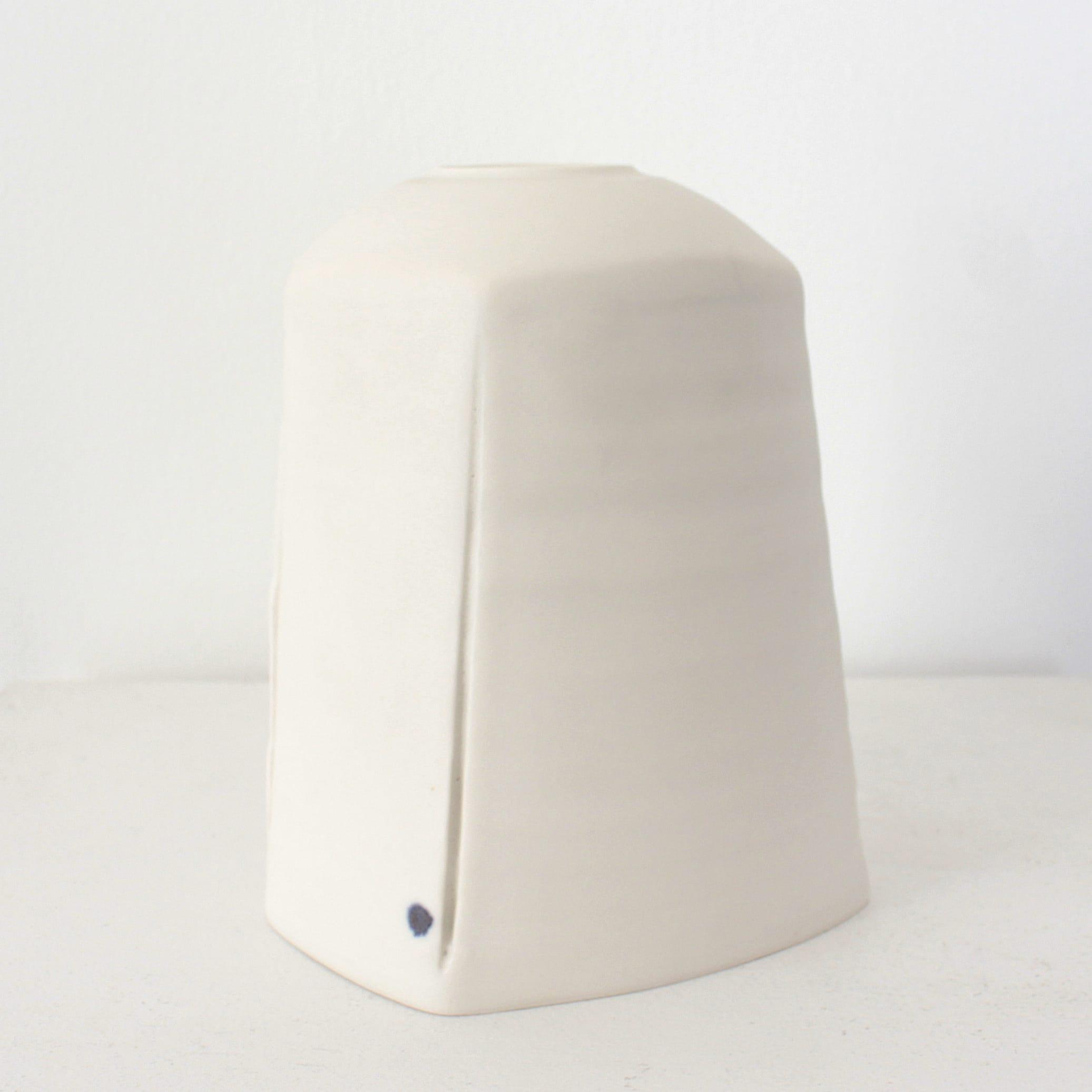 "<span class=""link fancybox-details-link""><a href=""/artists/99-carina-ciscato/works/7877-carina-ciscato-white-enclosed-constructed-porcelain-pot-2021/"">View Detail Page</a></span><div class=""artist""><strong>Carina Ciscato</strong></div> <div class=""title""><em>White Enclosed Constructed Porcelain Pot</em>, 2021</div> <div class=""signed_and_dated"">artist stamp</div> <div class=""medium"">porcelain</div> <div class=""dimensions"">15 x 11 x 12 cm</div><div class=""price"">£715.00</div><div class=""copyright_line"">Own Art: £71.50 x 10 Months, 0% APR</div>"
