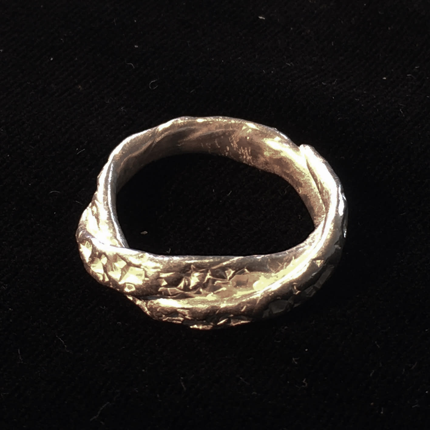 "<span class=""link fancybox-details-link""><a href=""/artists/186-helen-feiler/works/6756-helen-feiler-silver-shell-ring-narrow-2019/"">View Detail Page</a></span><div class=""artist""><strong>Helen Feiler</strong></div> <div class=""title""><em>Silver 'Shell' Ring - narrow</em>, 2019</div> <div class=""medium"">silver</div><div class=""price"">£130.00</div><div class=""copyright_line"">Own Art: £13.00 x 10 monthly payments</div>"