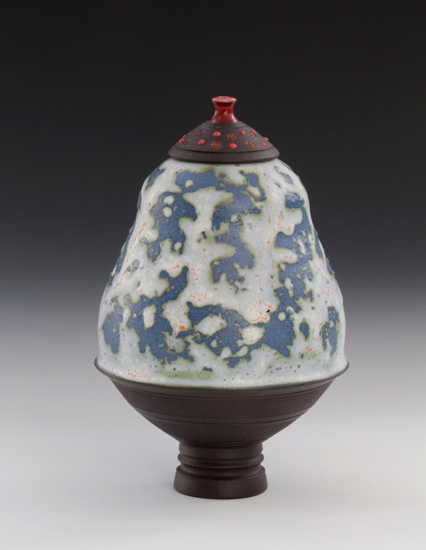 "<span class=""link fancybox-details-link""><a href=""/artists/61-geoffrey-swindell/works/7468-geoffrey-swindell-onyx-lidded-pot-2021/"">View Detail Page</a></span><div class=""artist""><strong>Geoffrey Swindell</strong></div> b. 1945 <div class=""title""><em>Onyx Lidded Pot</em>, 2021</div> <div class=""signed_and_dated"">impressed artist's seal to base</div> <div class=""medium"">Porcelain</div> <div class=""dimensions"">h. 12 cm</div><div class=""price"">£220.00</div><div class=""copyright_line"">Own Art: £22 x 10 months, 0% APR</div>"