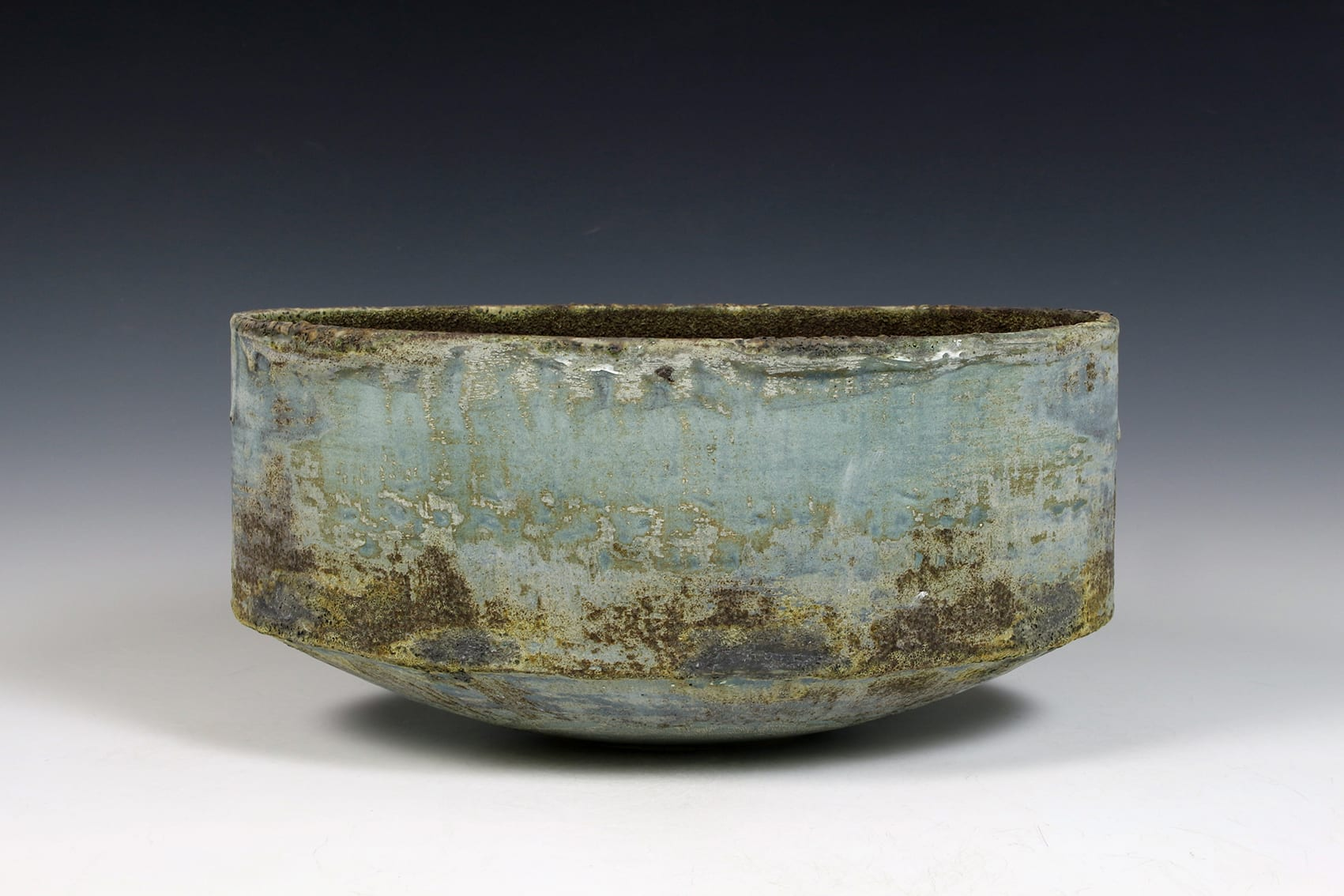 """<span class=""""link fancybox-details-link""""><a href=""""/content/feature/40/artworks8000/"""">View Detail Page</a></span><div class=""""signed_and_dated"""">impressed seal mark 'PW'</div> <div class=""""medium"""">stoneware, multiple slips and glazes</div> <div class=""""dimensions"""">14 x 30 x 17 cm</div>"""