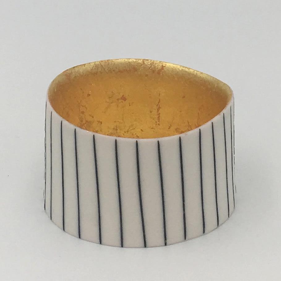 "<span class=""link fancybox-details-link""><a href=""/artists/195-lara-scobie/works/6521-lara-scobie-small-23ct-gold-bowl-2019/"">View Detail Page</a></span><div class=""artist""><strong>Lara Scobie</strong></div> b. 1967 <div class=""title""><em>Small 23ct Gold Bowl</em>, 2019</div> <div class=""medium"">Porcelain</div>"