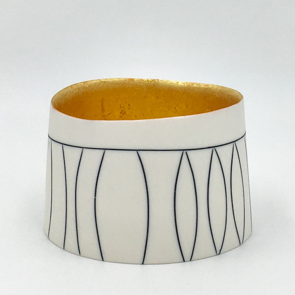 """<span class=""""link fancybox-details-link""""><a href=""""/artists/195-lara-scobie/works/6518-lara-scobie-cylinder-bowl-with-23ct-gold-interior-2019/"""">View Detail Page</a></span><div class=""""artist""""><strong>Lara Scobie</strong></div> b. 1967 <div class=""""title""""><em>Cylinder Bowl with 23ct Gold Interior </em>, 2019</div> <div class=""""medium"""">Porcelain</div><div class=""""copyright_line"""">Own Art: £22 x 10 Months, 0% APR</div>"""