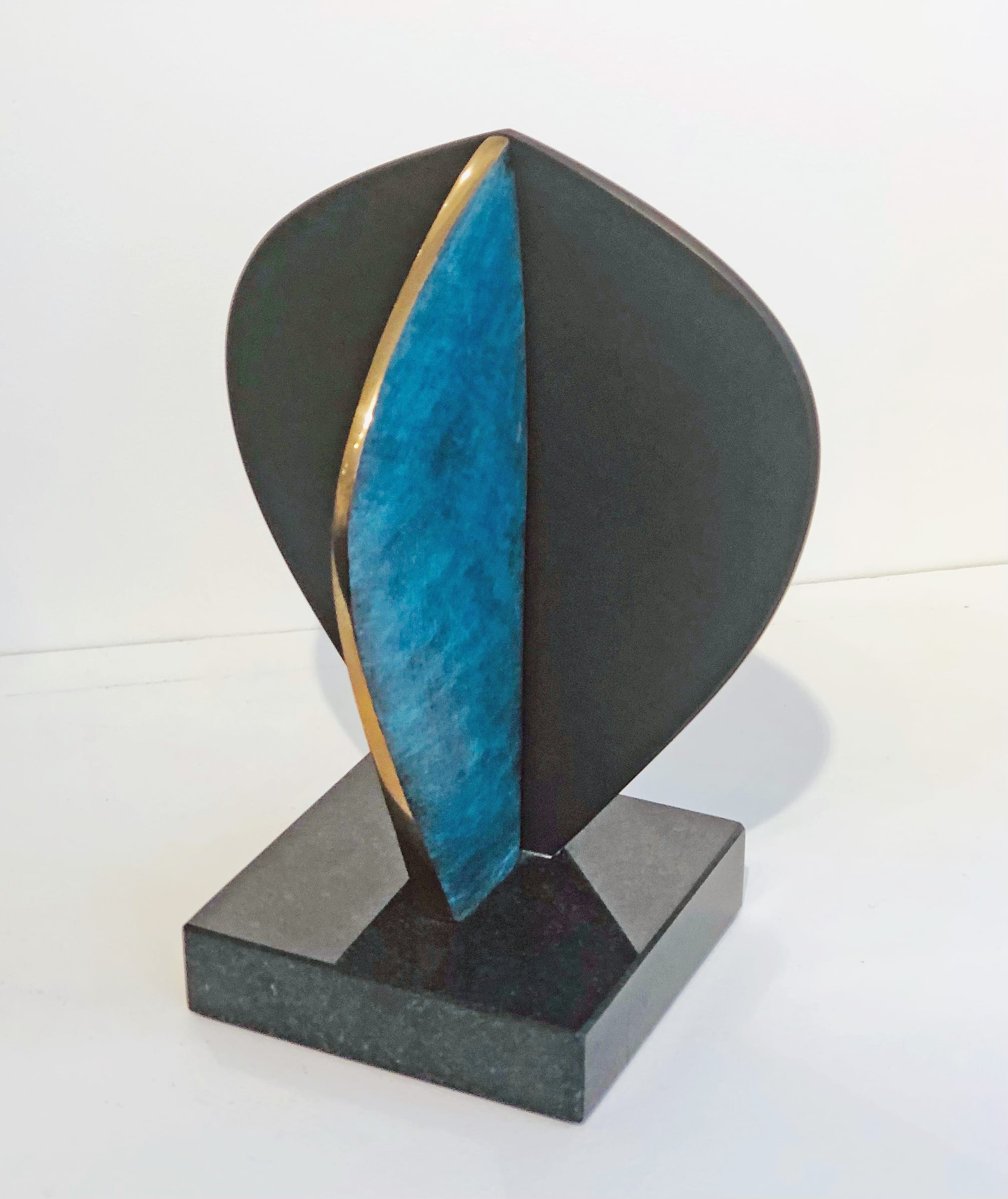 """<span class=""""link fancybox-details-link""""><a href=""""/artists/69-margaret-lovell-d.litt.-hon-frbs-rwa/works/7570-margaret-lovell-d.litt.-hon-frbs-rwa-omaha-verde-2014/"""">View Detail Page</a></span><div class=""""artist""""><strong>Margaret Lovell D.Litt. Hon FRBS RWA</strong></div> b. 1939 <div class=""""title""""><em>Omaha Verde</em>, 2014</div> <div class=""""signed_and_dated"""">Stamped<br /> Patinated bronze on slate base</div> <div class=""""dimensions"""">h.24.5 cm x w. 12 cm (base)</div> <div class=""""edition_details"""">Unique</div><div class=""""price"""">£2,000.00</div><div class=""""copyright_line"""">Copyright The Artist</div>"""