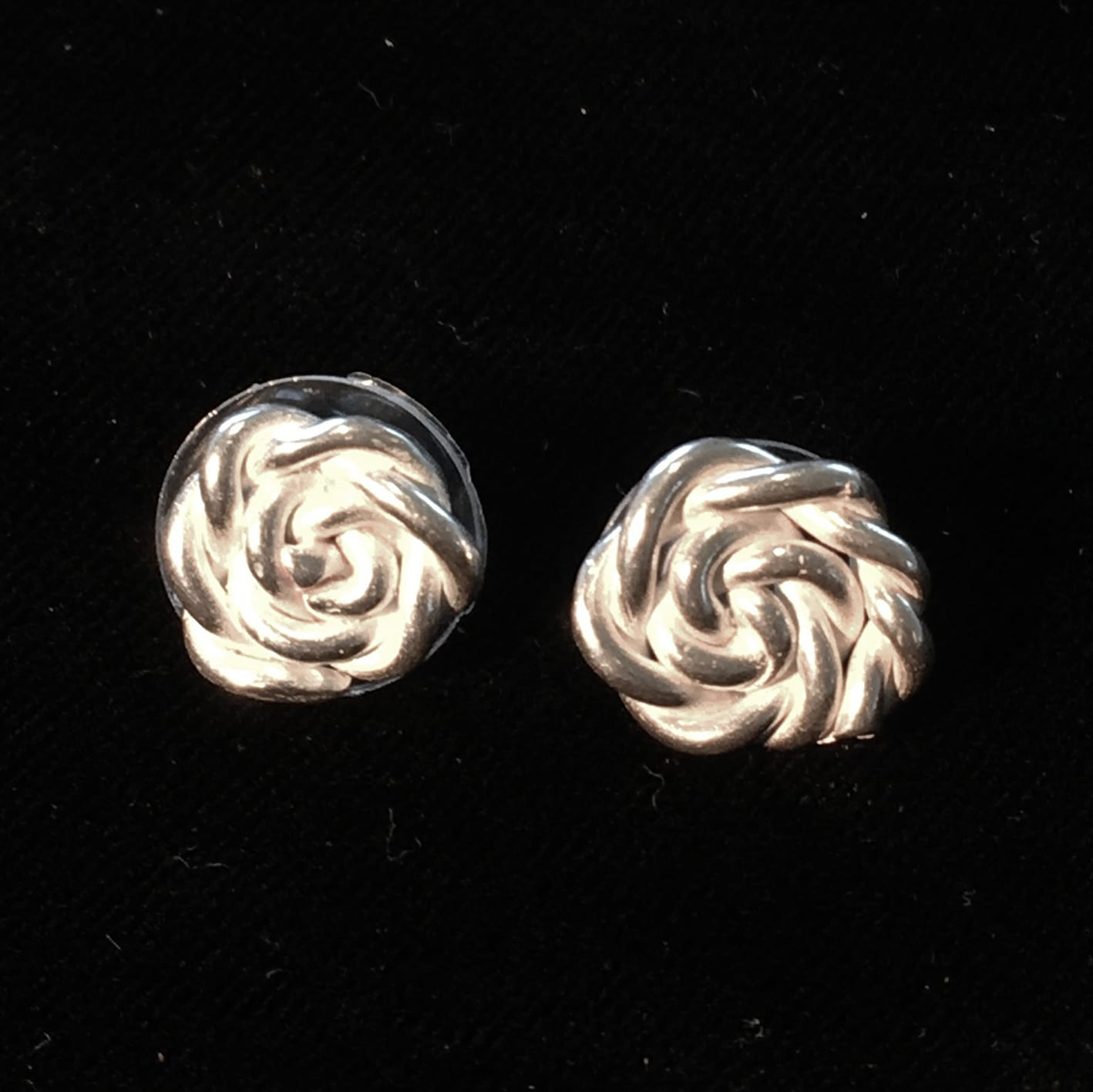 "<span class=""link fancybox-details-link""><a href=""/artists/186-helen-feiler/works/6751-helen-feiler-silver-rope-twist-stud-earrings-2019/"">View Detail Page</a></span><div class=""artist""><strong>Helen Feiler</strong></div> <div class=""title""><em>Silver 'Rope Twist' Stud Earrings</em>, 2019</div> <div class=""medium"">pure silver</div><div class=""price"">£88.00</div>"