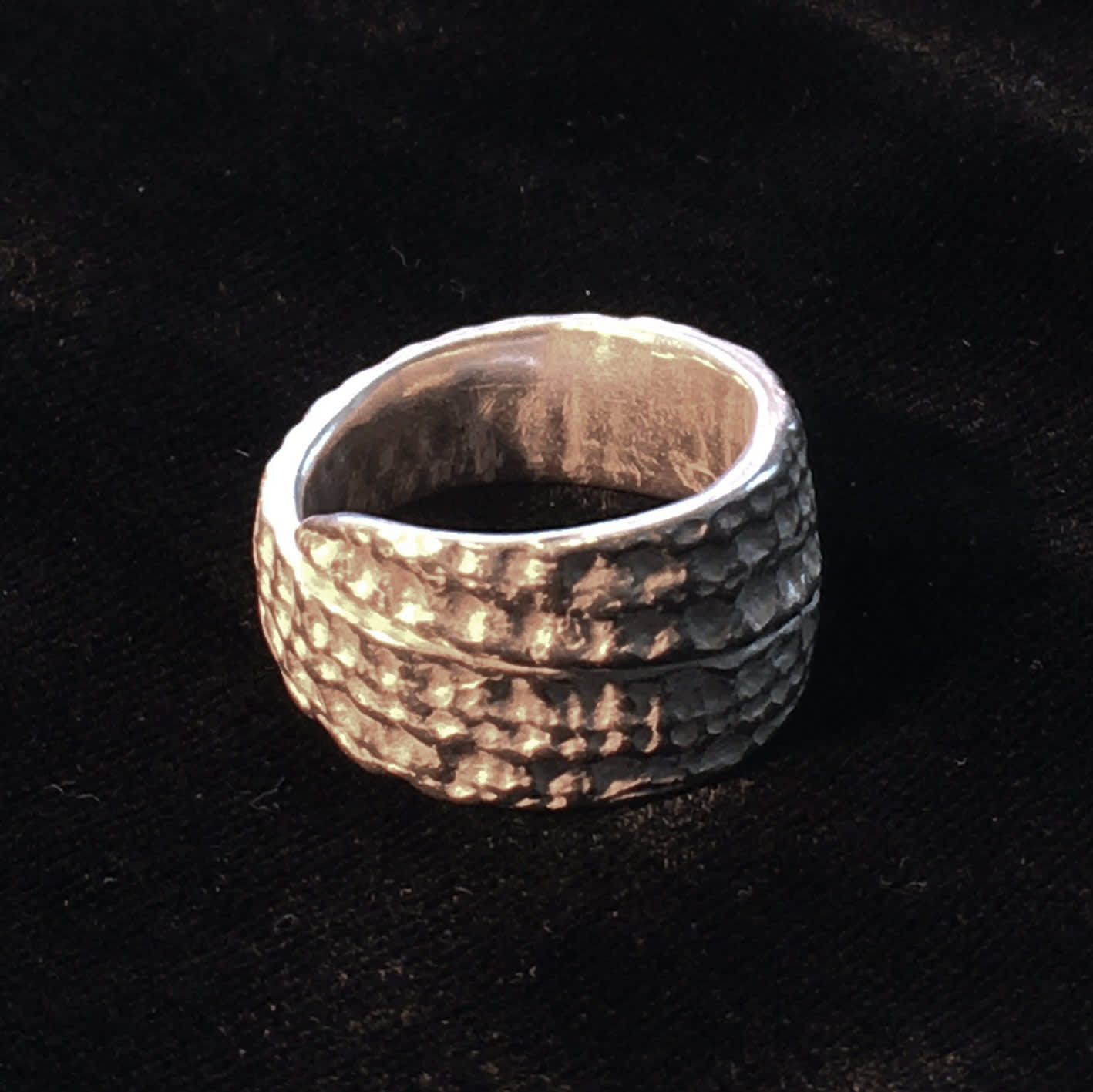 "<span class=""link fancybox-details-link""><a href=""/artists/186-helen-feiler/works/6755-helen-feiler-silver-shell-ring-wide-2019/"">View Detail Page</a></span><div class=""artist""><strong>Helen Feiler</strong></div> <div class=""title""><em>Silver 'Shell' Ring - wide</em>, 2019</div> <div class=""medium"">silver</div><div class=""price"">£175.00</div><div class=""copyright_line"">Own Art: £17.50 x 10 monthly payments</div>"