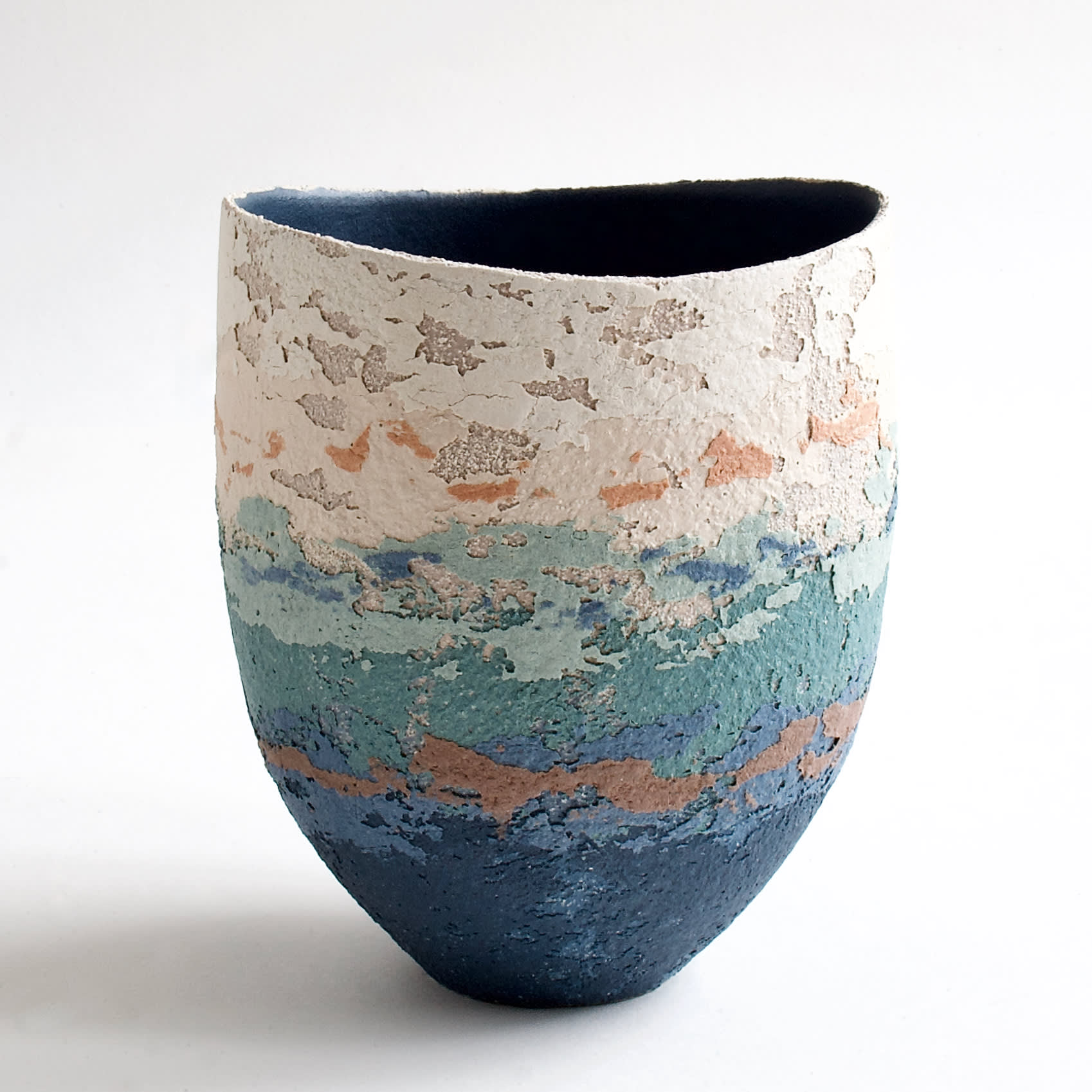 """<span class=""""link fancybox-details-link""""><a href=""""/artists/79-clare-conrad/works/8119-clare-conrad-vessel-scooped-rim-navy-interior-2021/"""">View Detail Page</a></span><div class=""""artist""""><strong>Clare Conrad</strong></div> b. 1948 <div class=""""title""""><em>Vessel, scooped rim, navy interior</em>, 2021</div> <div class=""""medium"""">wheel-thrown stoneware </div> <div class=""""dimensions"""">h. 15.5 cm </div><div class=""""copyright_line"""">Own Art: £27.50 x 10 Months, 0% APR</div>"""