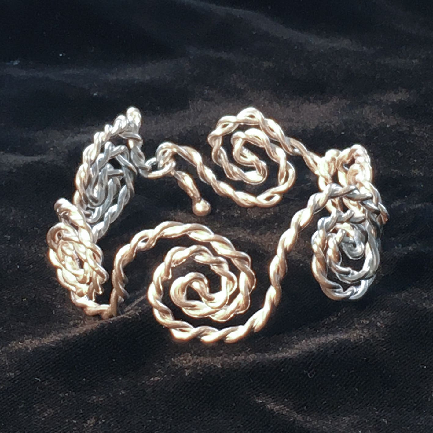 "<span class=""link fancybox-details-link""><a href=""/artists/186-helen-feiler/works/6749-helen-feiler-silver-spiral-rope-bracelet-2019/"">View Detail Page</a></span><div class=""artist""><strong>Helen Feiler</strong></div> <div class=""title""><em>Silver 'Spiral Rope' Bracelet</em>, 2019</div> <div class=""medium"">pure silver</div><div class=""price"">£264.00</div><div class=""copyright_line"">Own Art: £24.00 x 10 monthly payments</div>"
