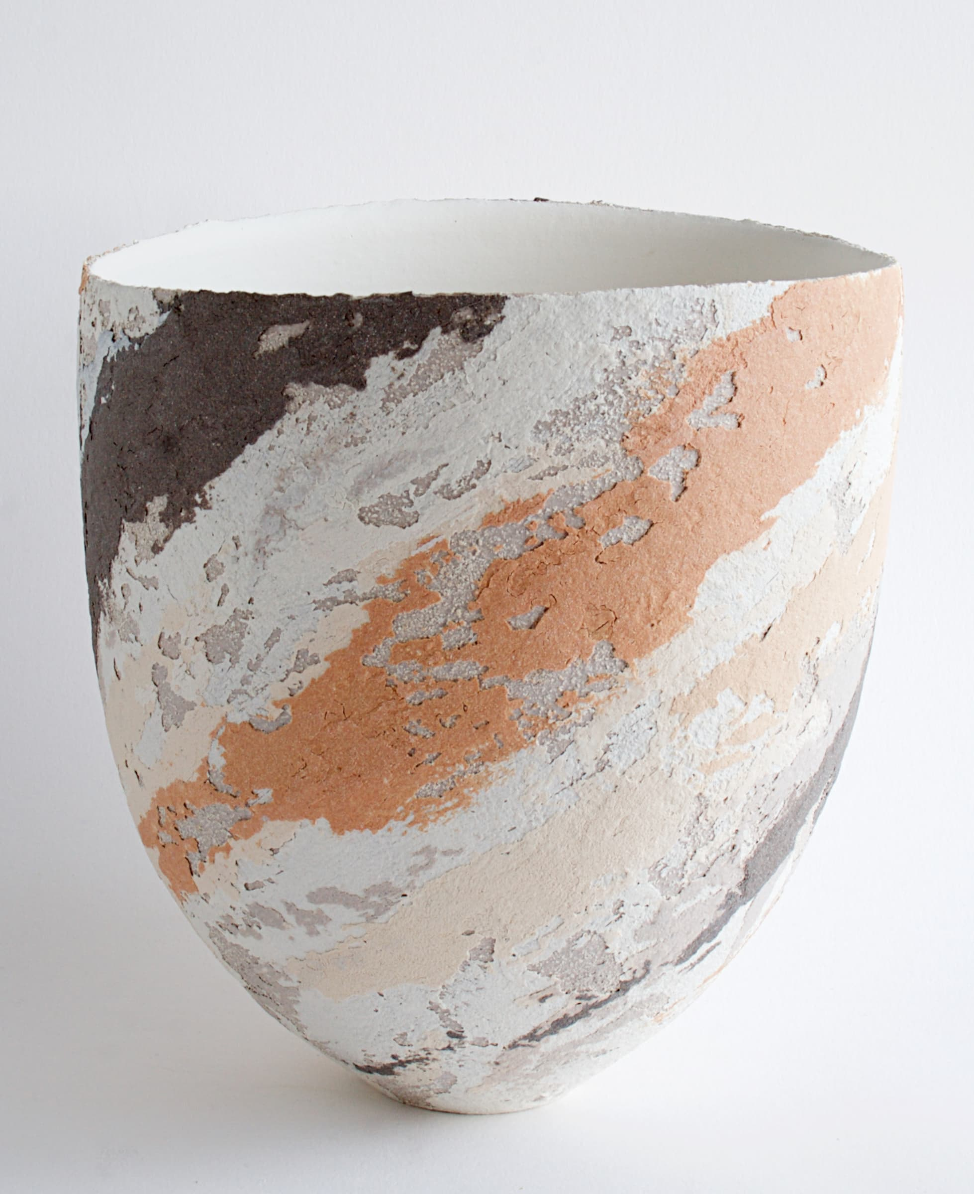 "<span class=""link fancybox-details-link""><a href=""/artists/79-clare-conrad/works/6936-clare-conrad-vessel-scooped-rim-2020/"">View Detail Page</a></span><div class=""artist""><strong>Clare Conrad</strong></div> b. 1948 <div class=""title""><em>Vessel, scooped rim</em>, 2020</div> <div class=""medium"">Stoneware</div> <div class=""dimensions"">h. 19 cm</div><div class=""price"">£385.00</div><div class=""copyright_line"">Copyright The Artist</div>"