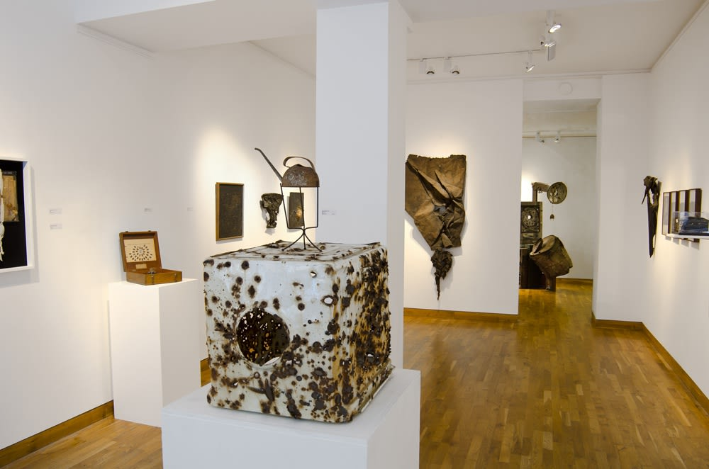 """<span class=""""link fancybox-details-link""""><a href=""""/exhibitions/76/works/image_standalone197/"""">View Detail Page</a></span><p>DO NOT REMOVE   BRUCE CONNER, GEORGE HERMS & ROBERT MALLARY   14 SEP - 26 OCT 2011   Installation View</p>"""