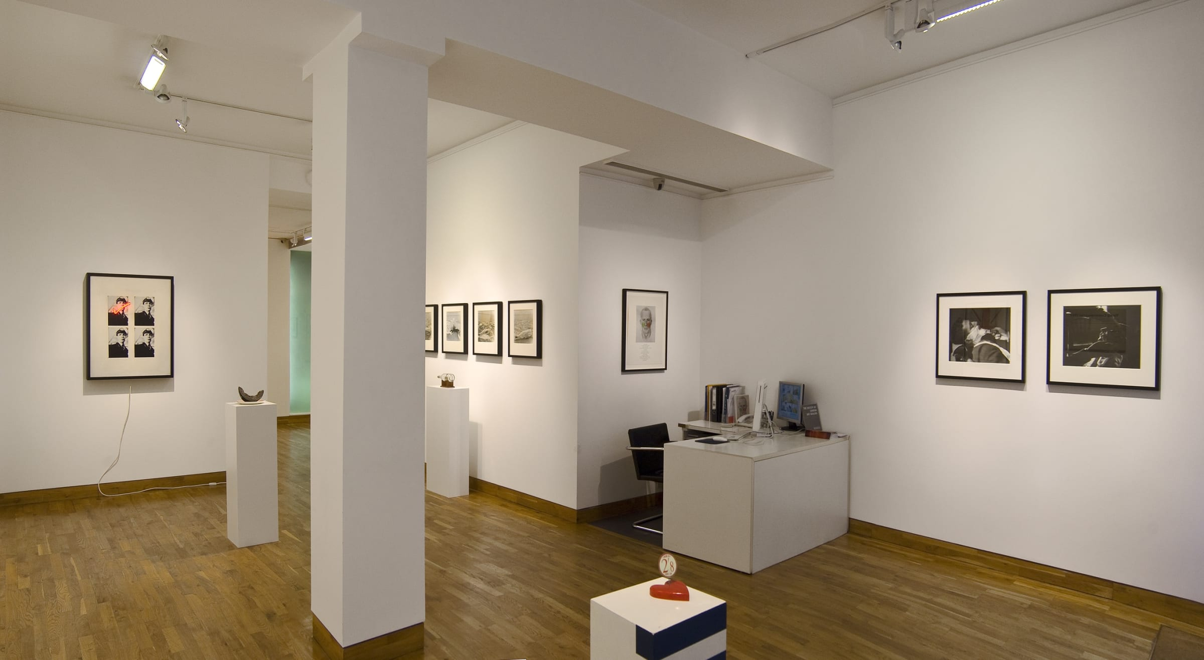 """<span class=""""link fancybox-details-link""""><a href=""""/exhibitions/83/works/image_standalone253/"""">View Detail Page</a></span><p>BILLY APPLE   BRITISH & AMERICAN WORKS 1960 - 1969   16 SEP - 30 OCT 2010   Installation View</p>"""