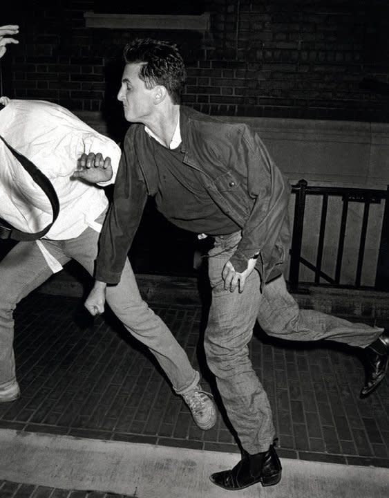 The Resulting Shots Are Mesmeric Penns Face Screwed Up Arms Flailing Not A Year Earlier Penn Was Fined 100 For Brawling With Another Paparazzo In