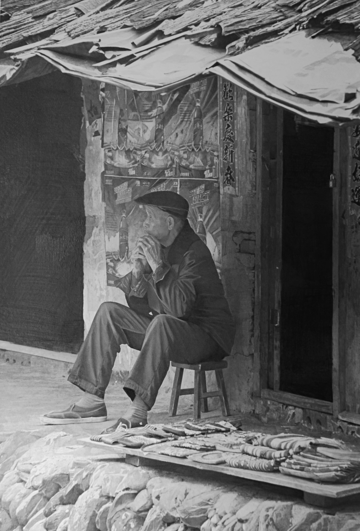 <span class=&#34;link fancybox-details-link&#34;><a href=&#34;/artists/77-paul-cadden/works/1928/&#34;>View Detail Page</a></span><div class=&#34;artist&#34;><strong>Paul Cadden</strong></div> <div class=&#34;title&#34;><em>The Breaking Hands</em></div> <div class=&#34;medium&#34;>pencil on paper</div> <div class=&#34;dimensions&#34;>70 x 47 cm</div>