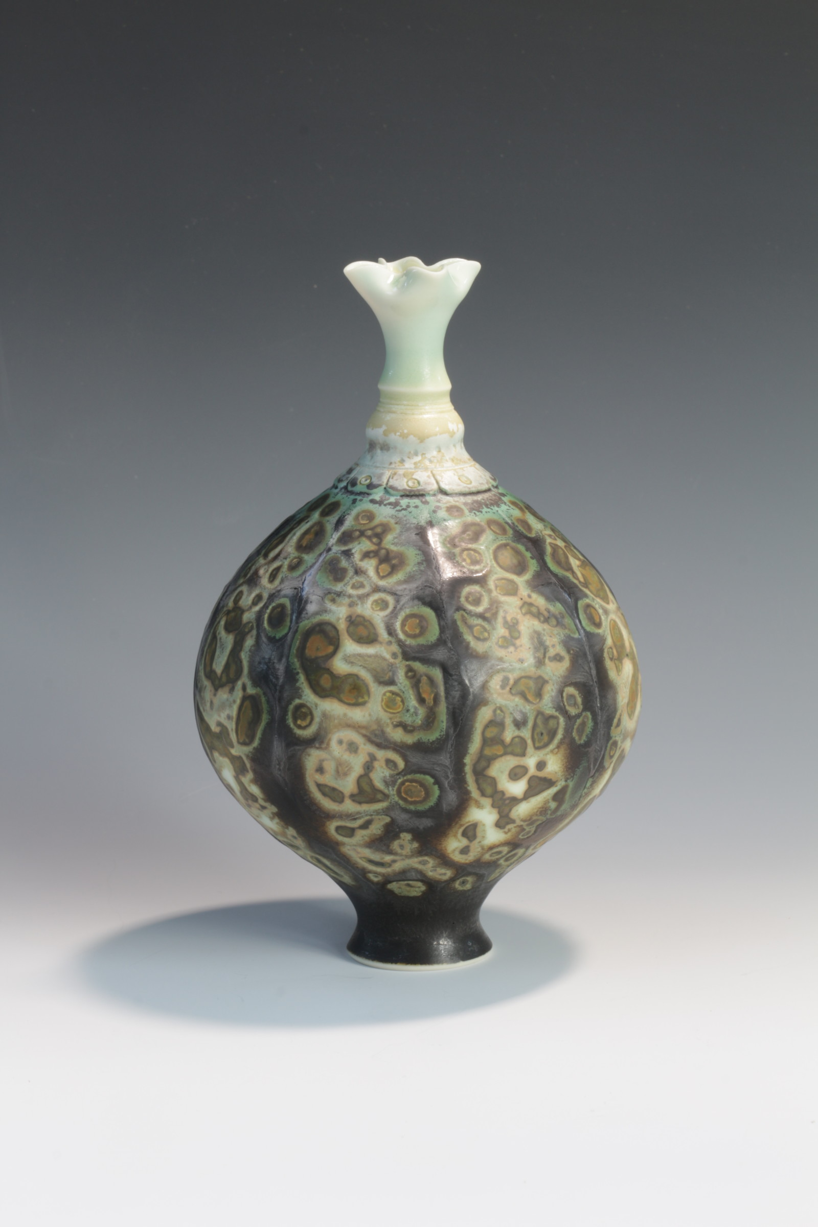 "<span class=""link fancybox-details-link""><a href=""/artists/61-geoffrey-swindell/works/6549-geoffrey-swindell-vessel-2019/"">View Detail Page</a></span><div class=""artist""><strong>Geoffrey Swindell</strong></div> <div class=""title""><em>Vessel</em>, 2019</div> <div class=""signed_and_dated"">Stamped on the bottom</div> <div class=""medium"">Porcelain</div><div class=""copyright_line"">Own Art £24 x 10 months 0% APR</div>"