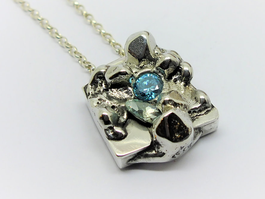 <span class=&#34;link fancybox-details-link&#34;><a href=&#34;/artists/154-stacey-west/works/3938-stacey-west-found-treasures-pendant-small-2017/&#34;>View Detail Page</a></span><div class=&#34;artist&#34;><strong>Stacey West</strong></div> <div class=&#34;title&#34;><em>'Found Treasures' Pendant – small</em>, 2017</div> <div class=&#34;medium&#34;>Pewter and silver with aqua cubic zirconia on sterling silver chain</div><div class=&#34;copyright_line&#34;>Copyright The Artist</div>