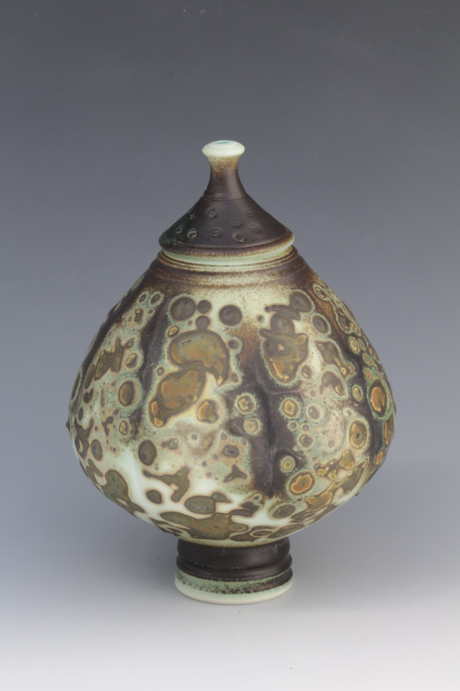 "<span class=""link fancybox-details-link""><a href=""/artists/61-geoffrey-swindell/works/6414-geoffrey-swindell-lidded-pot/"">View Detail Page</a></span><div class=""artist""><strong>Geoffrey Swindell</strong></div> <div class=""title""><em>Lidded Pot </em></div> <div class=""copyright_line"">Ownart £17.50 x 10 Months 0% APR</div>"