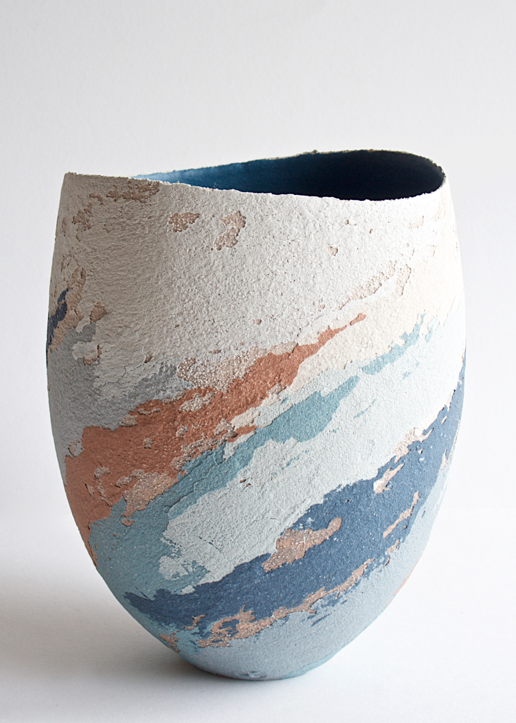 "<span class=""link fancybox-details-link""><a href=""/artists/79-clare-conrad/works/6926-clare-conrad-vessel-scooped-rim-2020/"">View Detail Page</a></span><div class=""artist""><strong>Clare Conrad</strong></div> <div class=""title""><em>Vessel, scooped rim</em>, 2020</div> <div class=""medium"">Stoneware</div> <div class=""dimensions"">h. 18cm</div><div class=""price"">£275.00</div><div class=""copyright_line"">Copyright The Artist</div>"
