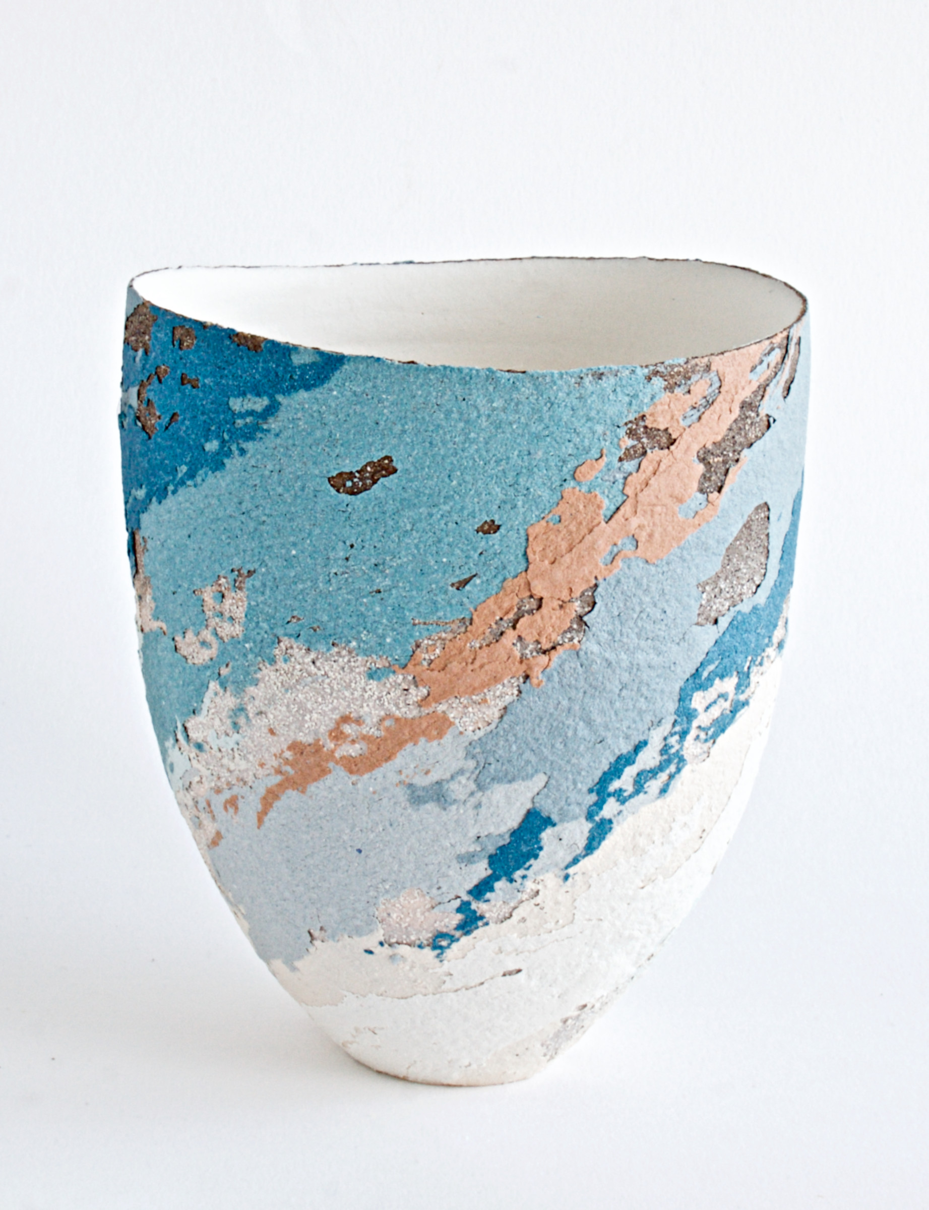 "<span class=""link fancybox-details-link""><a href=""/artists/79-clare-conrad/works/6938-clare-conrad-vessel-scooped-rim-2020/"">View Detail Page</a></span><div class=""artist""><strong>Clare Conrad</strong></div> <div class=""title""><em>Vessel, scooped rim</em>, 2020</div> <div class=""medium"">Stoneware</div> <div class=""dimensions"">h. 14 cm </div><div class=""price"">£220.00</div><div class=""copyright_line"">Copyright The Artist</div>"
