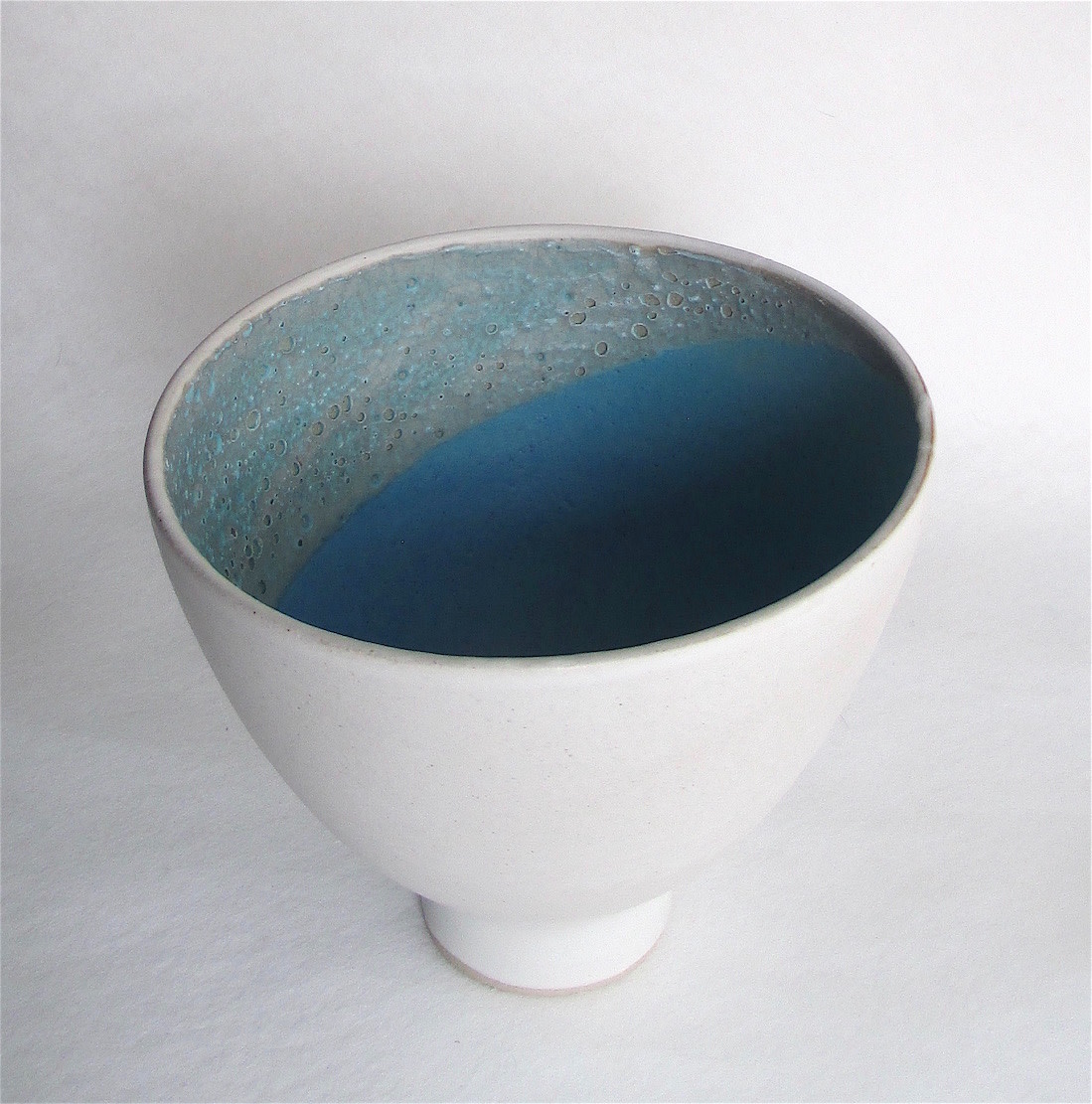 <span class=&#34;link fancybox-details-link&#34;><a href=&#34;/artists/44-sarah-perry/works/6002-sarah-perry-white-crust-bowl-2018/&#34;>View Detail Page</a></span><div class=&#34;artist&#34;><strong>Sarah Perry</strong></div> <div class=&#34;title&#34;><em>White Crust Bowl</em>, 2018</div> <div class=&#34;signed_and_dated&#34;>stamped by the artist's studio mark</div> <div class=&#34;medium&#34;>stoneware</div> <div class=&#34;dimensions&#34;>17 x 20 cm<br /> 6 3/4 x 7 7/8 inches</div><div class=&#34;price&#34;>£165.00</div><div class=&#34;copyright_line&#34;>Copyright The Artist</div>