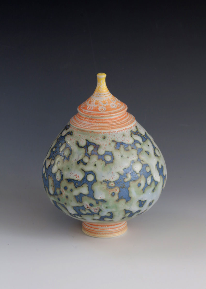 "<span class=""link fancybox-details-link""><a href=""/artists/61-geoffrey-swindell/works/7124-geoffrey-swindell-lidded-pot-2020/"">View Detail Page</a></span><div class=""artist""><strong>Geoffrey Swindell</strong></div> <div class=""title""><em>Lidded Pot</em>, 2020</div> <div class=""signed_and_dated"">impressed artist's seal to base</div> <div class=""medium"">porcelain</div><div class=""copyright_line"">Own Art: £ 17.50 x 10 Months, 0% APR</div>"