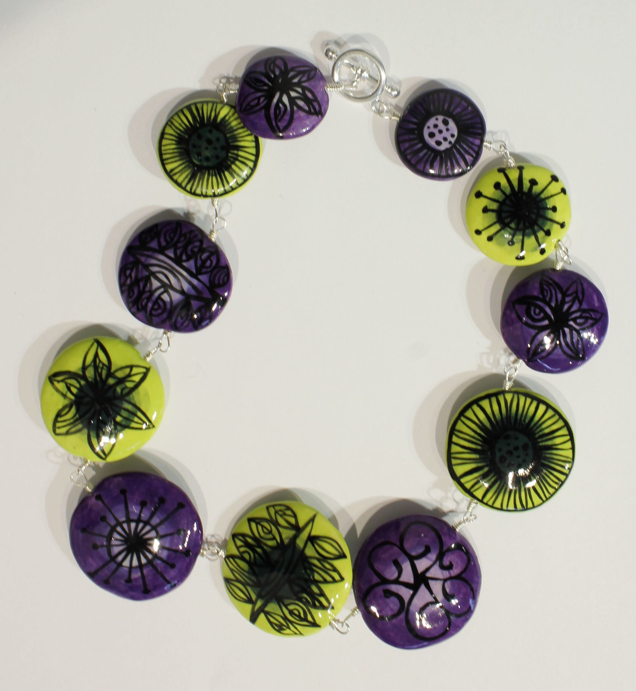 "<span class=""link fancybox-details-link""><a href=""/artists/146-elinor-lamond/works/4915-elinor-lamond-green-and-purple-disc-necklace-2017/"">View Detail Page</a></span><div class=""artist""><strong>Elinor Lamond</strong></div> <div class=""title""><em>Green and Purple Disc Necklace </em>, 2017</div> <div class=""medium"">handmade ceramic beads</div><div class=""price"">£100.00</div><div class=""copyright_line"">Copyright The Artist</div>"