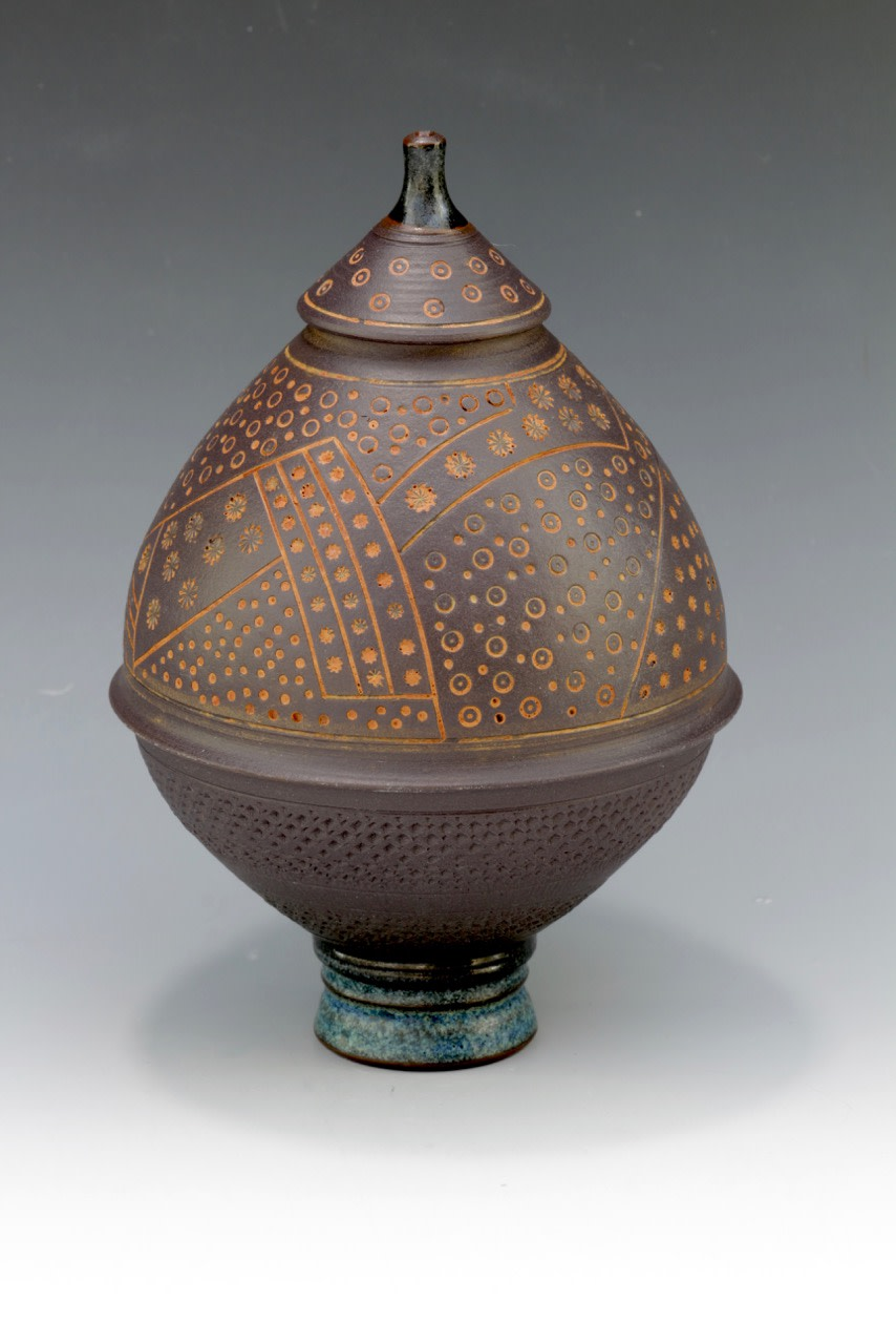 "<span class=""link fancybox-details-link""><a href=""/artists/61-geoffrey-swindell/works/6158-geoffrey-swindell-lidded-pot-2019/"">View Detail Page</a></span><div class=""artist""><strong>Geoffrey Swindell</strong></div> <div class=""title""><em>Lidded Pot</em>, 2019</div> <div class=""signed_and_dated"">stamped on the base</div> <div class=""medium"">porcelain</div><div class=""copyright_line"">Copyright The Artist</div>"