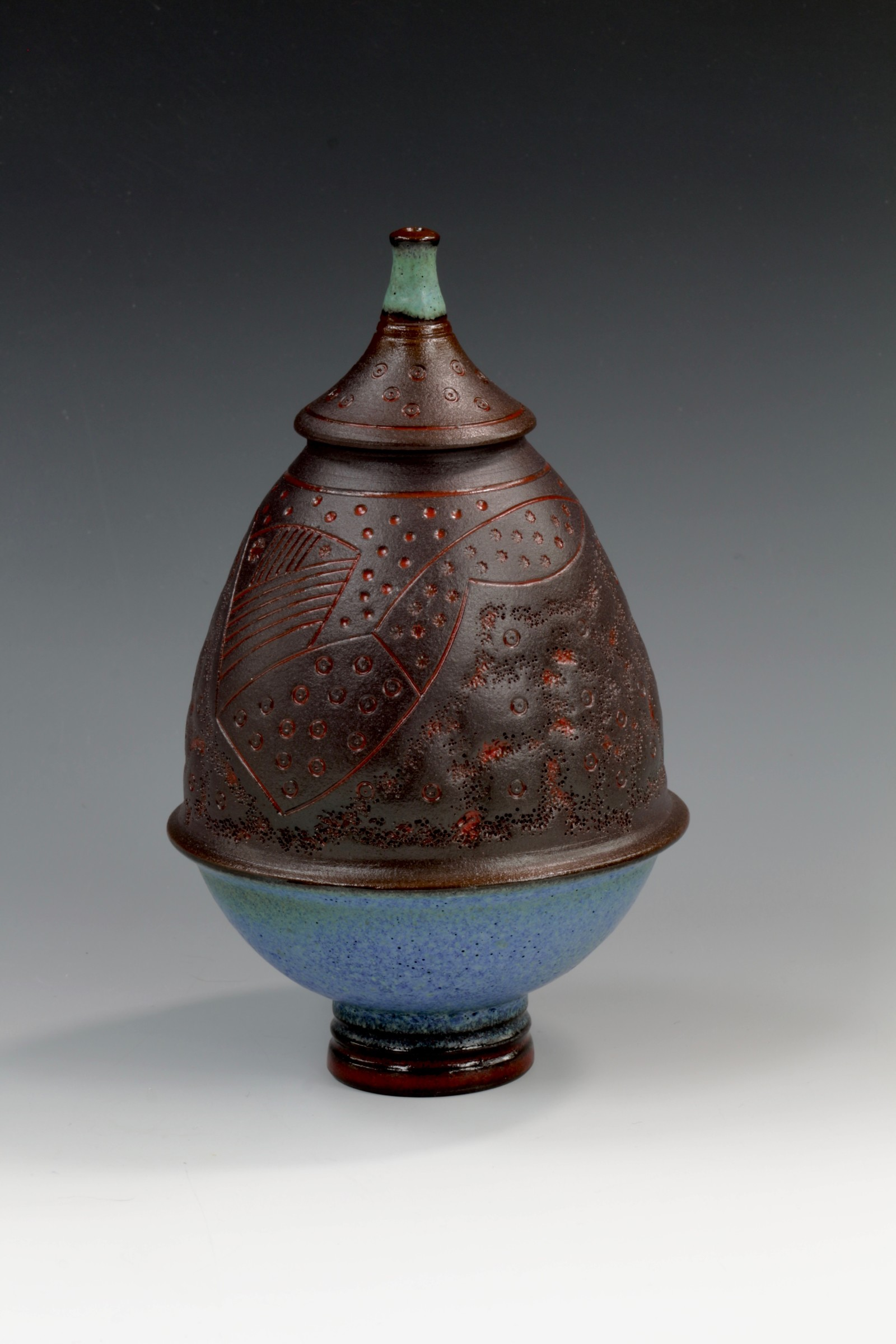 "<span class=""link fancybox-details-link""><a href=""/artists/61-geoffrey-swindell/works/6909-geoffrey-swindell-lidded-pot-2020/"">View Detail Page</a></span><div class=""artist""><strong>Geoffrey Swindell</strong></div> b. 1945 <div class=""title""><em>Lidded Pot</em>, 2020</div> <div class=""signed_and_dated"">impressed artist's seal to base</div> <div class=""medium"">porcelain</div><div class=""price"">£210.00</div><div class=""copyright_line"">Own Art: £ 21 x 10 Months, 0% APR</div>"