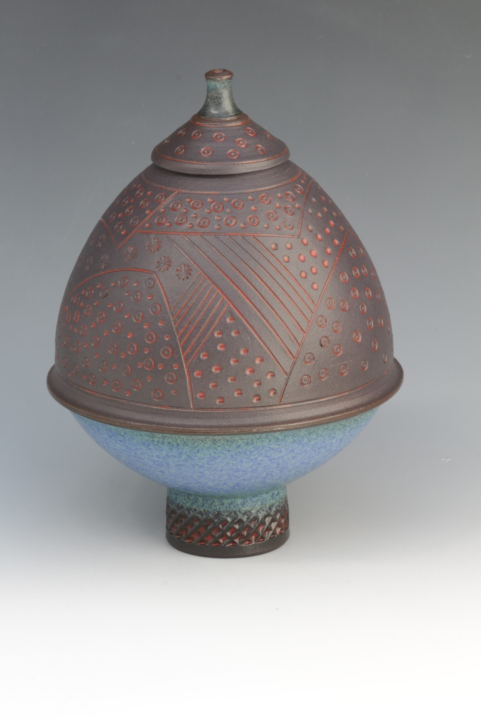 "<span class=""link fancybox-details-link""><a href=""/artists/61-geoffrey-swindell/works/6416-geoffrey-swindell-lidded-pot/"">View Detail Page</a></span><div class=""artist""><strong>Geoffrey Swindell</strong></div> <div class=""title""><em>Lidded Pot</em></div> <div class=""copyright_line"">Ownart £20 x 10 Months 0% APR</div>"