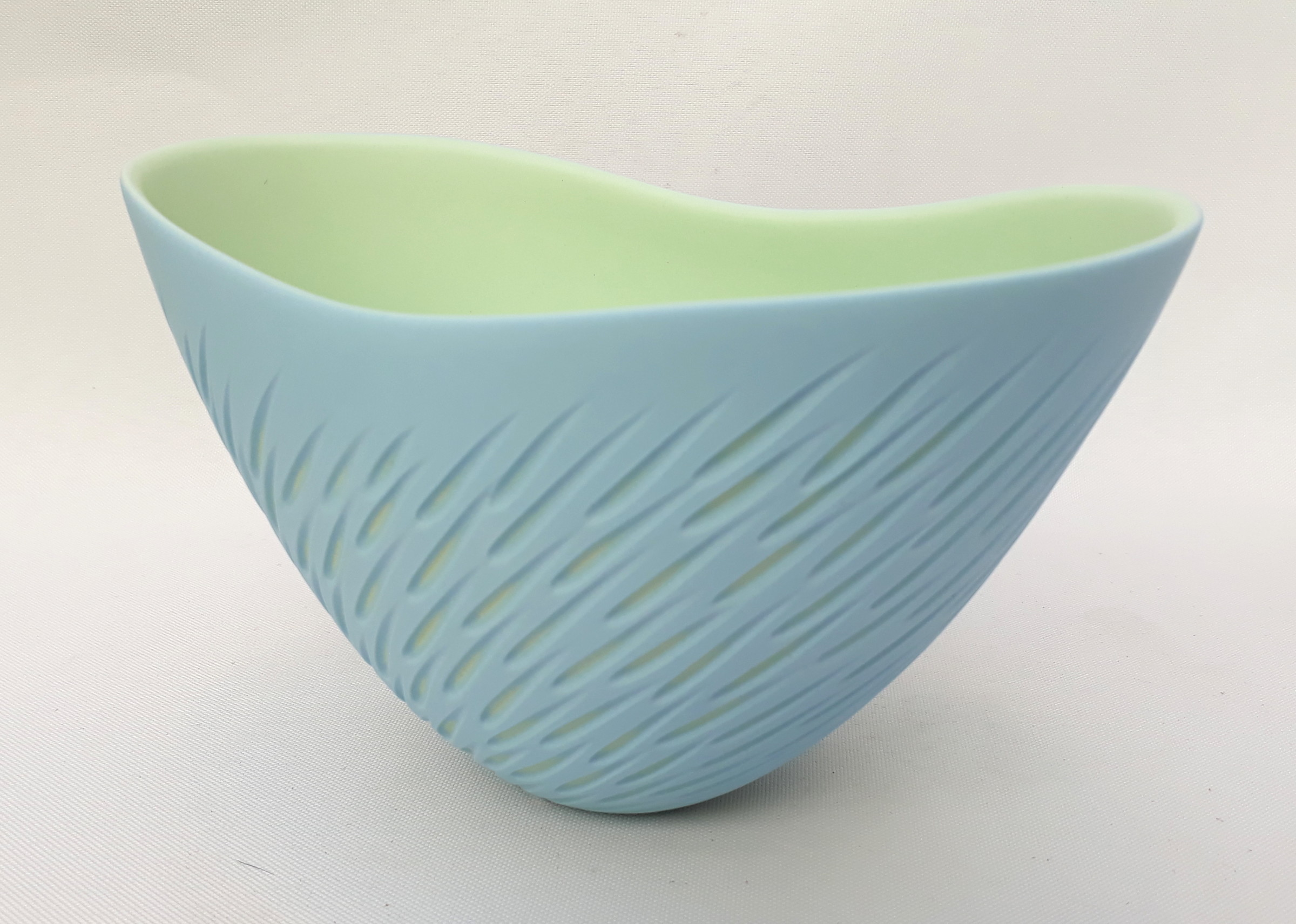 "<span class=""link fancybox-details-link""><a href=""/artists/60-sasha-wardell/works/4132-sasha-wardell-small-shoal-bowl-2017/"">View Detail Page</a></span><div class=""artist""><strong>Sasha Wardell</strong></div> <div class=""title""><em>Small Shoal Bowl</em>, 2017</div> <div class=""signed_and_dated"">inscribed with artist initials on base</div> <div class=""medium"">layered and sliced bone china</div><div class=""copyright_line"">OwnArt: £ 18 x 10 Months, 0% APR</div>"