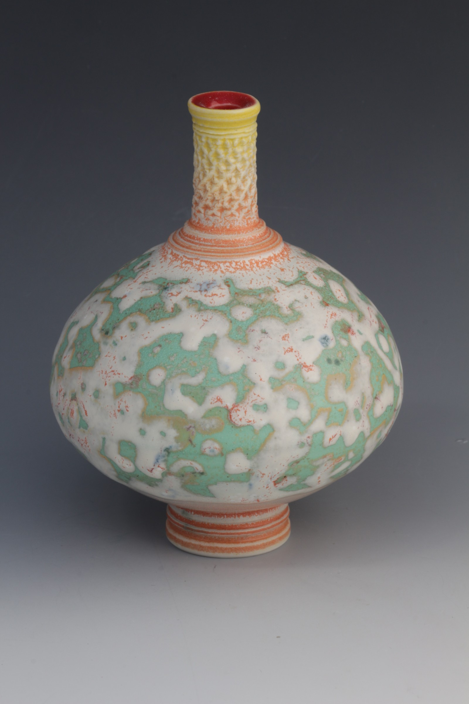 "<span class=""link fancybox-details-link""><a href=""/artists/61-geoffrey-swindell/works/6419-geoffrey-swindell-bud-vase/"">View Detail Page</a></span><div class=""artist""><strong>Geoffrey Swindell</strong></div> <div class=""title""><em>Bud Vase</em></div> <div class=""price"">£160.00</div><div class=""copyright_line"">Ownart £16 x 10 Months 0% APR</div>"