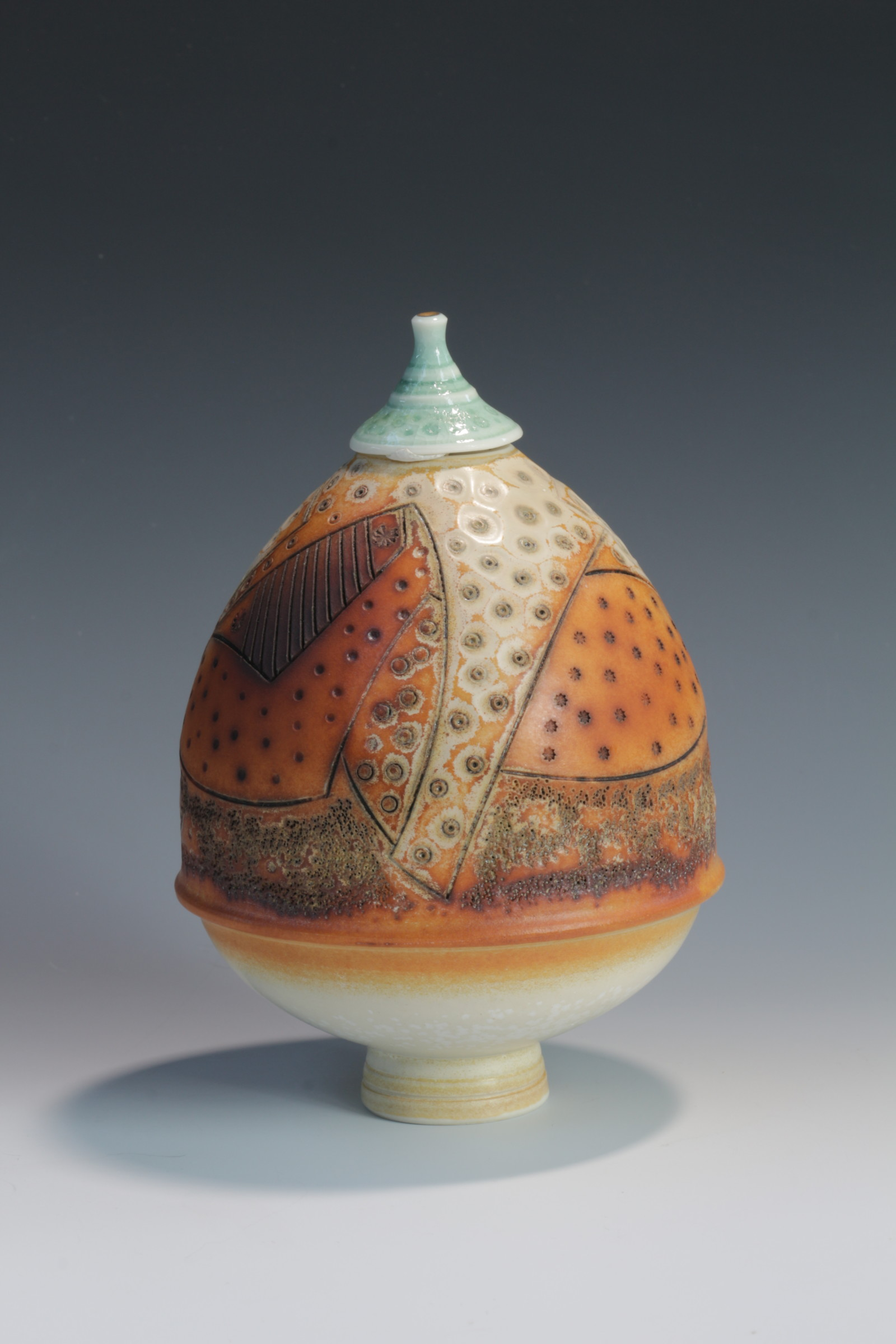 "<span class=""link fancybox-details-link""><a href=""/artists/61-geoffrey-swindell/works/6552-geoffrey-swindell-lidded-pot-2019/"">View Detail Page</a></span><div class=""artist""><strong>Geoffrey Swindell</strong></div> <div class=""title""><em>Lidded Pot</em>, 2019</div> <div class=""signed_and_dated"">Stamped on bottom</div> <div class=""medium"">Porcelain</div><div class=""copyright_line"">Ownart £17.50 x 10 Months 0% APR</div>"