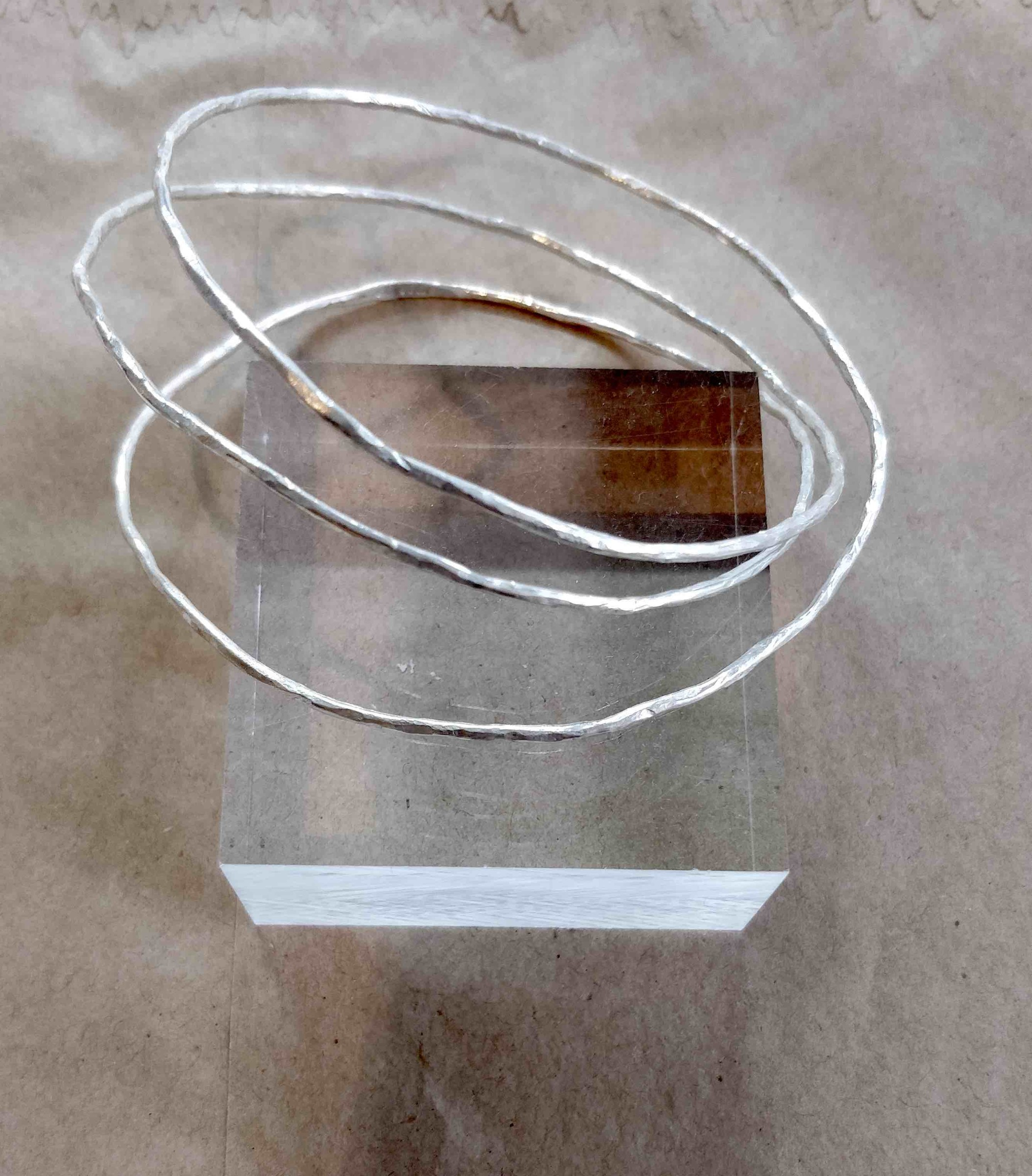 "<span class=""link fancybox-details-link""><a href=""/artists/148-roberta-hopkins/works/5707-roberta-hopkins-triple-twig-bangle-2018/"">View Detail Page</a></span><div class=""artist""><strong>Roberta Hopkins</strong></div> <div class=""title""><em>Triple Twig Bangle</em>, 2018</div> <div class=""medium"">sterling silver</div><div class=""copyright_line"">Copyright The Artist</div>"