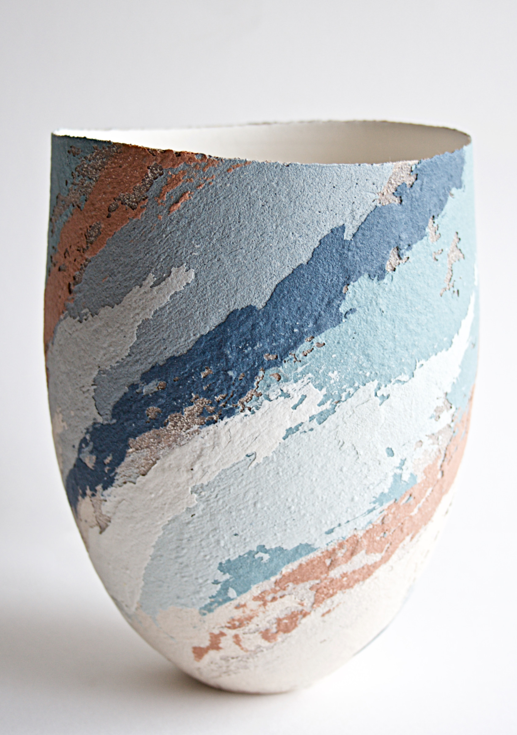 "<span class=""link fancybox-details-link""><a href=""/artists/79-clare-conrad/works/6925-clare-conrad-vessel-scooped-rim-2020/"">View Detail Page</a></span><div class=""artist""><strong>Clare Conrad</strong></div> <div class=""title""><em>Vessel, scooped rim</em>, 2020</div> <div class=""medium"">Stoneware</div> <div class=""dimensions"">h. 20 cm</div><div class=""price"">£330.00</div><div class=""copyright_line"">Copyright The Artist</div>"