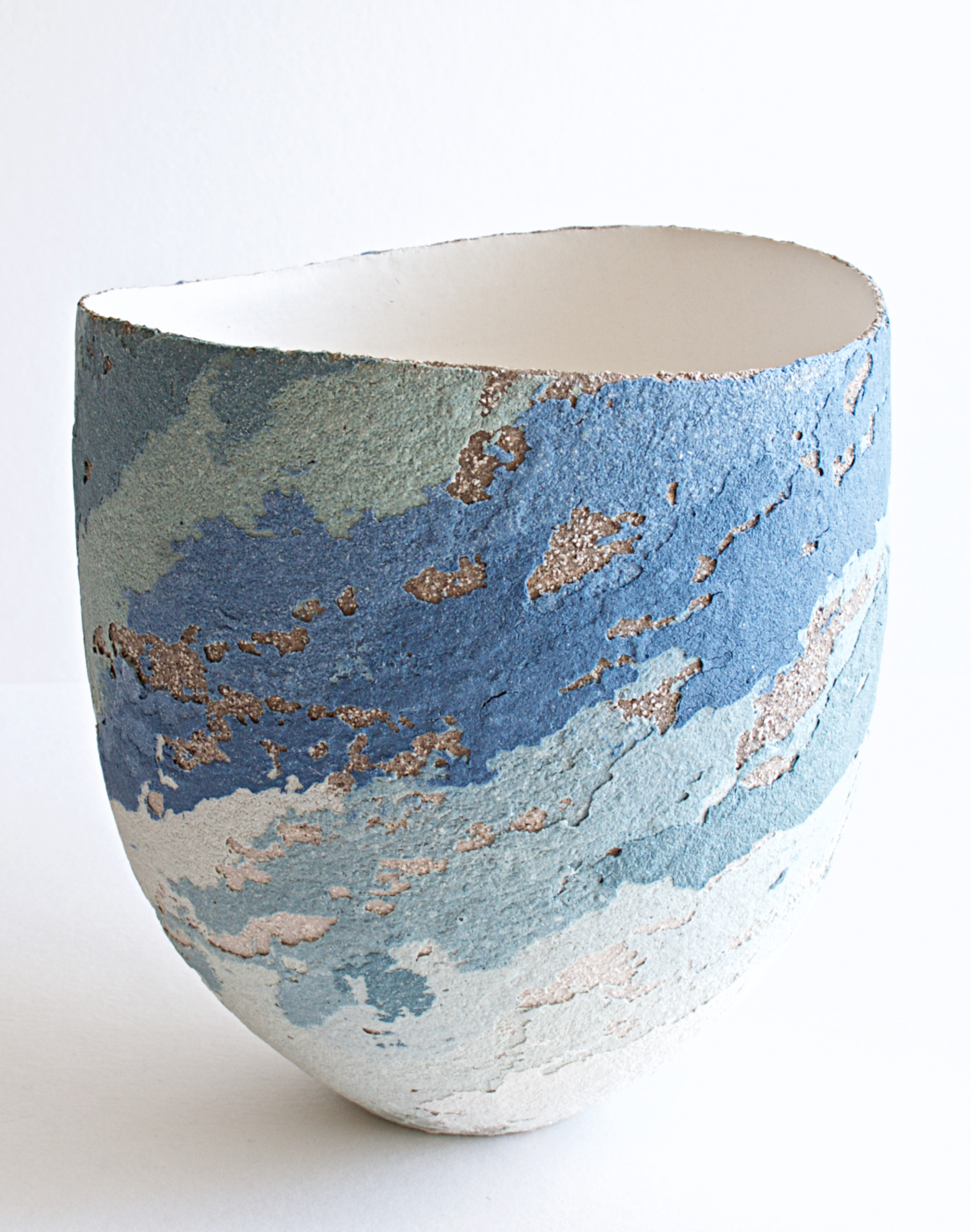 "<span class=""link fancybox-details-link""><a href=""/artists/79-clare-conrad/works/6927-clare-conrad-vessel-scooped-rim-2020/"">View Detail Page</a></span><div class=""artist""><strong>Clare Conrad</strong></div> <div class=""title""><em>Vessel, scooped rim</em>, 2020</div> <div class=""medium"">Stoneware</div> <div class=""dimensions"">h. 12.5 cm</div><div class=""price"">£165.00</div><div class=""copyright_line"">Copyright The Artist</div>"