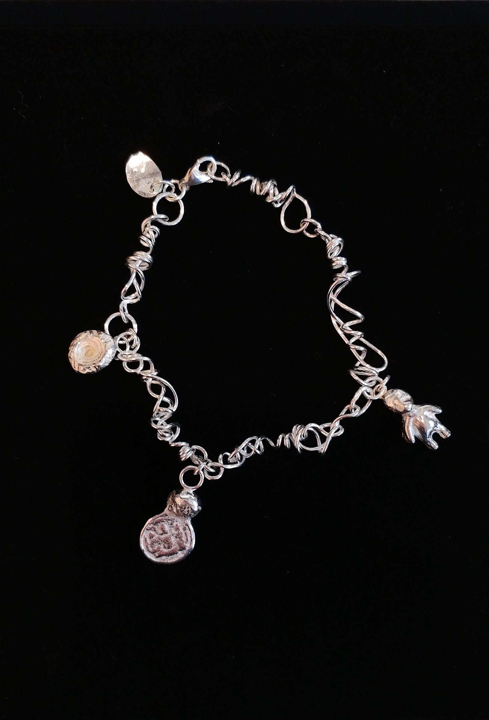 "<span class=""link fancybox-details-link""><a href=""/artists/183-lucy-coyne/works/5338-lucy-coyne-silver-charm-bracelet-with-cast-found-objects-2018/"">View Detail Page</a></span><div class=""artist""><strong>Lucy Coyne</strong></div> <div class=""title""><em>Silver Charm Bracelet with cast found Objects</em>, 2018</div> <div class=""medium"">multiple cast and roller pressed objects on silver chain</div><div class=""price"">£220.00</div><div class=""copyright_line"">OwnArt: £ 22 x 10 Months, 0% APR</div>"