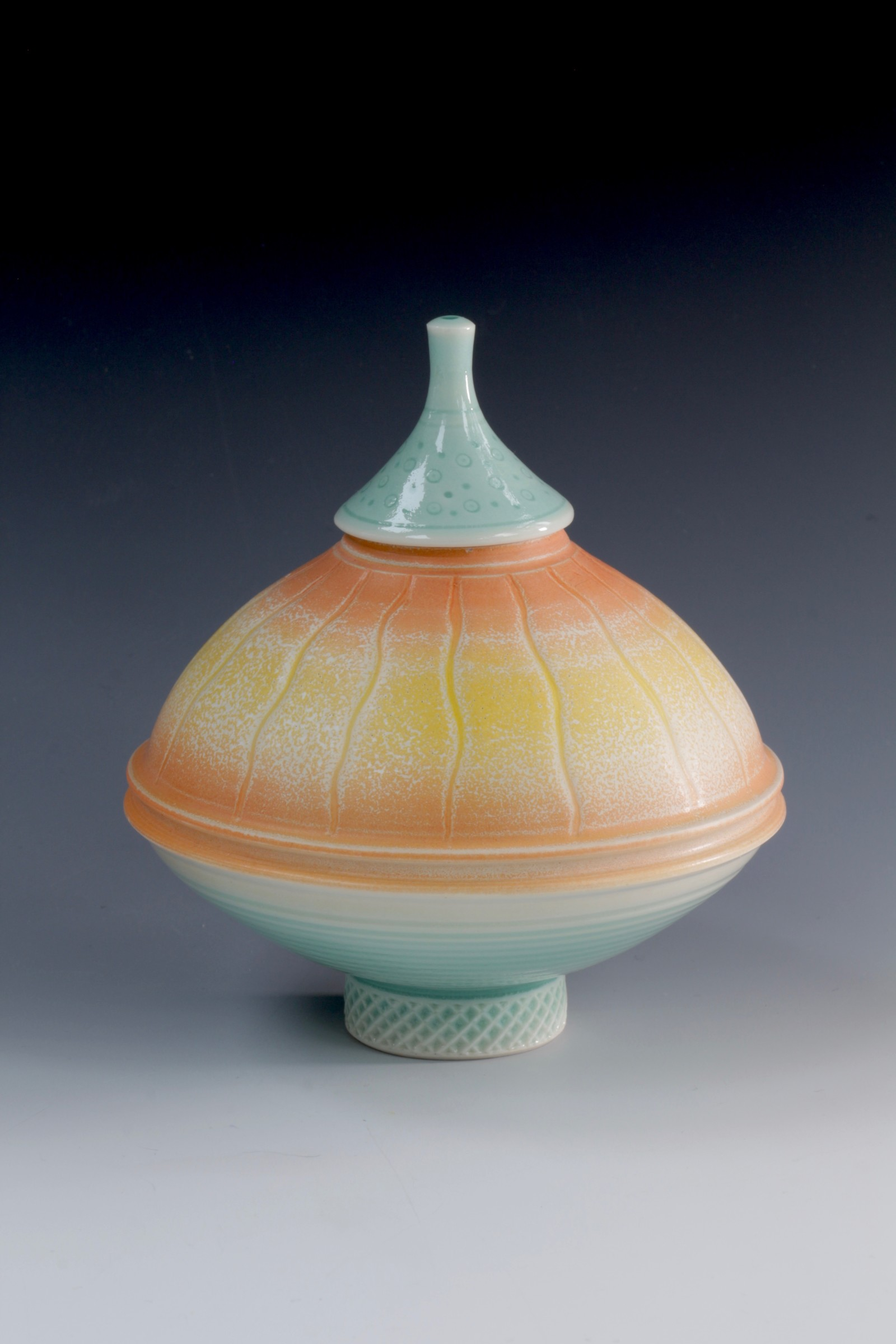"<span class=""link fancybox-details-link""><a href=""/artists/61-geoffrey-swindell/works/6906-geoffrey-swindell-lidded-pot-2020/"">View Detail Page</a></span><div class=""artist""><strong>Geoffrey Swindell</strong></div> <div class=""title""><em>Lidded Pot</em>, 2020</div> <div class=""medium"">Porcelain</div><div class=""price"">£185.00</div><div class=""copyright_line"">Copyright The Artist</div>"