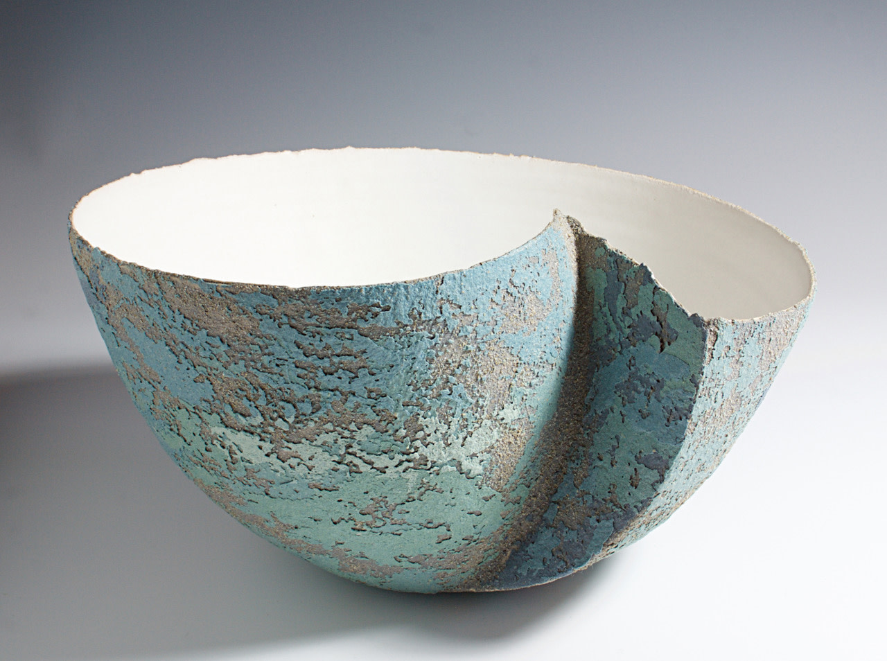 "<span class=""link fancybox-details-link""><a href=""/artists/79-clare-conrad/works/5412-clare-conrad-large-bowl-with-inset-2018/"">View Detail Page</a></span><div class=""artist""><strong>Clare Conrad</strong></div> <div class=""title""><em>Large Bowl with Inset</em>, 2018</div> <div class=""medium"">wheel-thrown stoneware with vitreous slip & satin-matt glaze</div><div class=""copyright_line"">OwnArt: £ 45 x 10 Months, 0% APR</div>"