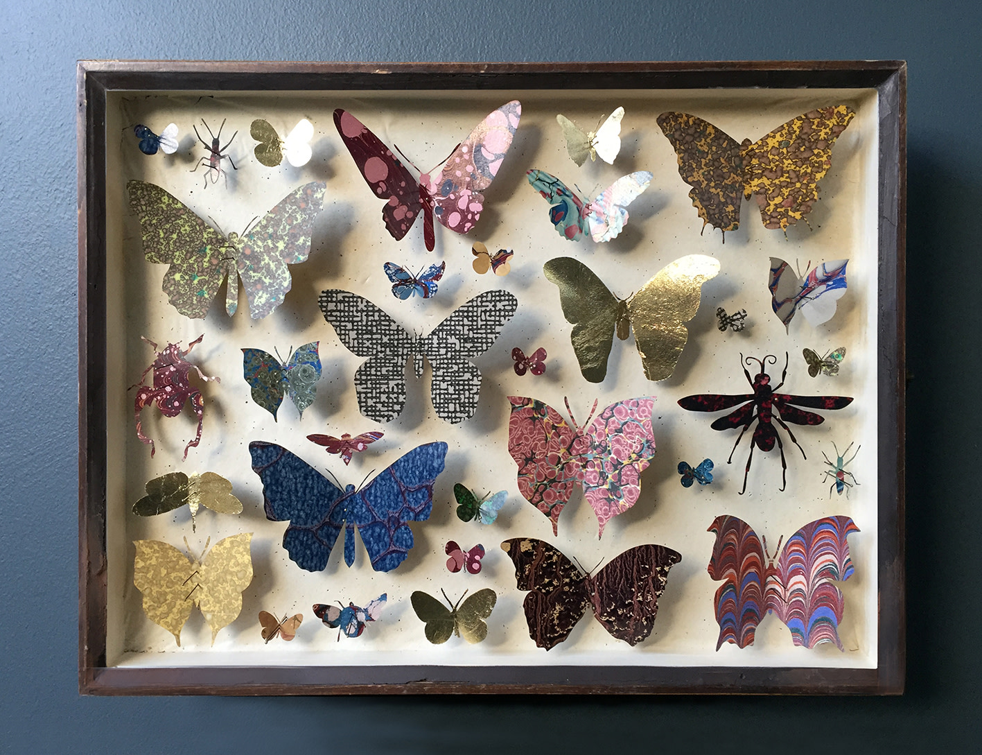 <span class=&#34;link fancybox-details-link&#34;><a href=&#34;/artists/142-helen-ward/works/6235-helen-ward-entomology-case-9-2019/&#34;>View Detail Page</a></span><div class=&#34;artist&#34;><strong>Helen Ward</strong></div> <div class=&#34;title&#34;><em>Entomology Case 9</em>, 2019</div> <div class=&#34;medium&#34;>Victorian entomology drawer, hand-marbled papers, gold leaf, entamel pins</div> <div class=&#34;dimensions&#34;>29 x 39 cm</div><div class=&#34;price&#34;>£595.00</div><div class=&#34;copyright_line&#34;>Own Art: £ 59.50 x 10 Monthly 0% APR Payments</div>