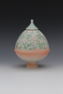 "<span class=""link fancybox-details-link""><a href=""/artists/61-geoffrey-swindell/works/5603-geoffrey-swindell-lidded-pot-2018/"">View Detail Page</a></span><div class=""artist""><strong>Geoffrey Swindell</strong></div> <div class=""title""><em>Lidded Pot</em>, 2018</div> <div class=""signed_and_dated"">stamped on the base</div> <div class=""medium"">porcelain</div>"