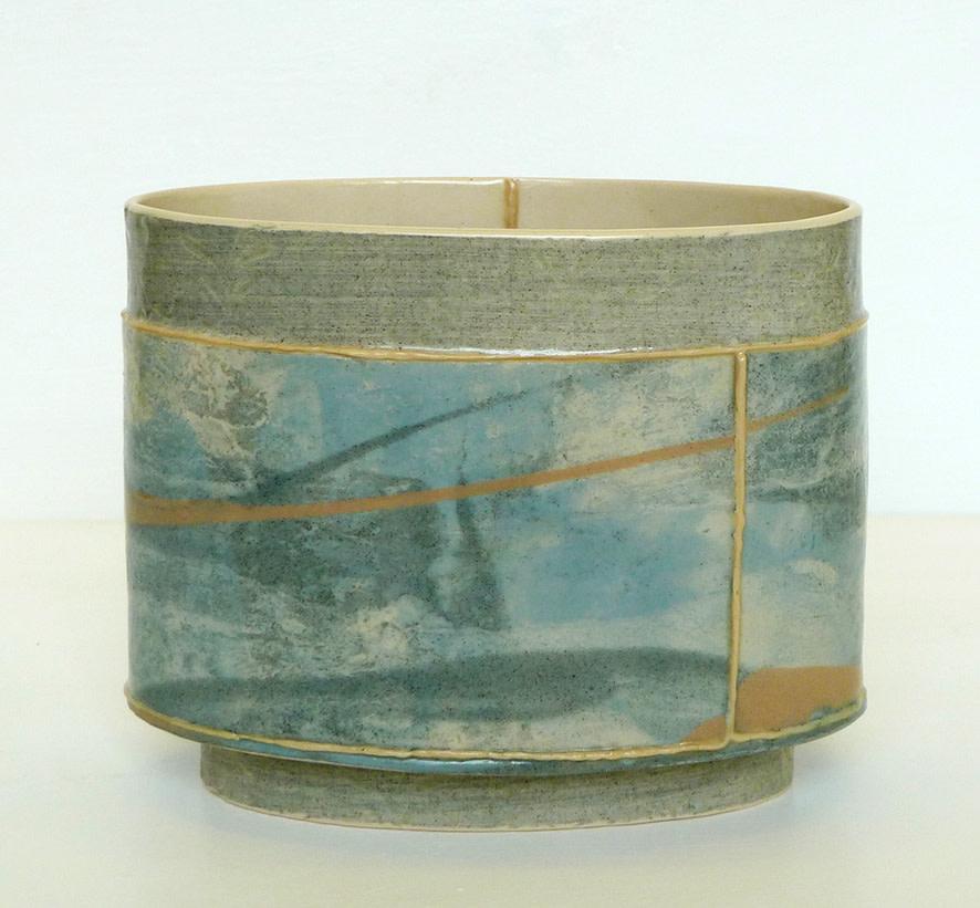 <span class=&#34;link fancybox-details-link&#34;><a href=&#34;/artists/157-emily-kriste-wilcox/works/3960-emily-kriste-wilcox-small-oval-vessel-navy-print-with-dusky-pink-2017/&#34;>View Detail Page</a></span><div class=&#34;artist&#34;><strong>Emily-Kriste Wilcox</strong></div> <div class=&#34;title&#34;><em>Small Oval Vessel, Navy Print with Dusky Pink</em>, 2017</div> <div class=&#34;medium&#34;>handbuilt ceramic</div> <div class=&#34;dimensions&#34;>11.5 x 14 x 8.5 cm<br /> 4 1/2 x 5 1/2 x 3 3/8 inches</div><div class=&#34;price&#34;>£185.00</div><div class=&#34;copyright_line&#34;>OwnArt: £ 18.50 x £ 10 Months, 0% APR</div>