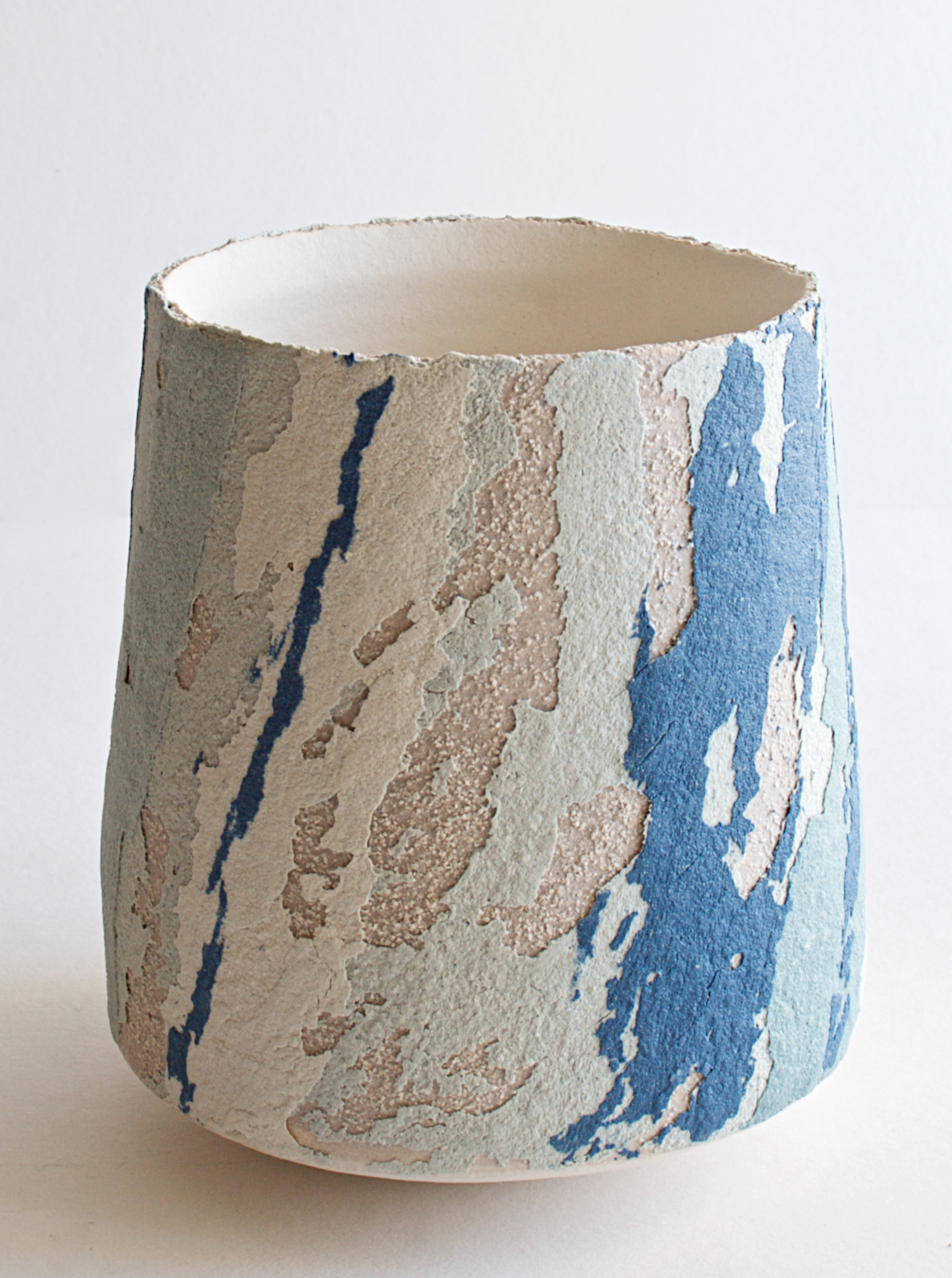 """<span class=""""link fancybox-details-link""""><a href=""""/artists/79-clare-conrad/works/6931-clare-conrad-tapering-cylinder-2020/"""">View Detail Page</a></span><div class=""""artist""""><strong>Clare Conrad</strong></div> <div class=""""title""""><em>Tapering cylinder</em>, 2020</div> <div class=""""medium"""">Stoneware</div> <div class=""""dimensions"""">h. 10.5 cm</div><div class=""""price"""">£132.00</div><div class=""""copyright_line"""">Copyright The Artist</div>"""