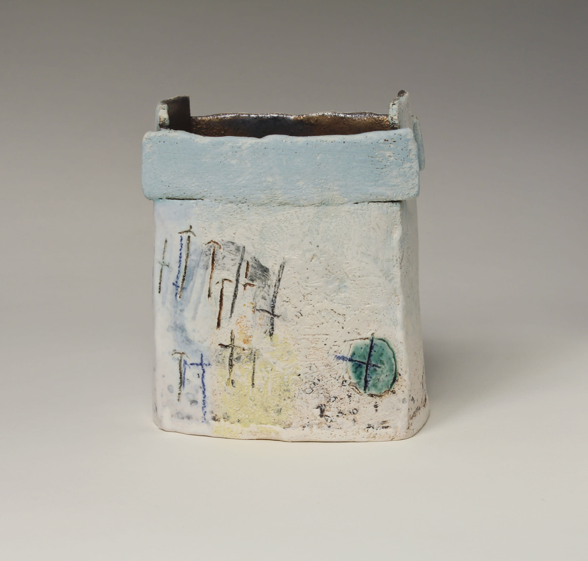 "<span class=""link fancybox-details-link""><a href=""/artists/72-craig-underhill/works/5626-craig-underhill-small-vessel-beach-2018/"">View Detail Page</a></span><div class=""artist""><strong>Craig Underhill</strong></div> <div class=""title""><em>Small Vessel - Beach</em>, 2018</div> <div class=""medium"">slab-built, engobe layers, slips & glazes</div> <div class=""dimensions"">14 x 11 cm<br /> 5 1/2 x 4 3/8 inches</div><div class=""copyright_line"">£ 16 x 10 Months, OwnArt 0% APR</div>"