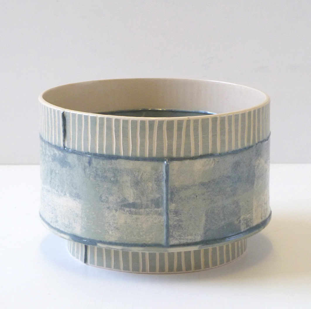<span class=&#34;link fancybox-details-link&#34;><a href=&#34;/artists/157-emily-kriste-wilcox/works/3952-emily-kriste-wilcox-short-vessel-grey-stripe-with-navy-joins-2017/&#34;>View Detail Page</a></span><div class=&#34;artist&#34;><strong>Emily-Kriste Wilcox</strong></div> <div class=&#34;title&#34;><em>Short Vessel, Grey Stripe with Navy Joins</em>, 2017</div> <div class=&#34;medium&#34;>handbuilt ceramic</div> <div class=&#34;dimensions&#34;>9 x 14 x 14 cm<br /> 3 1/2 x 5 1/2 x 5 1/2 inches</div><div class=&#34;price&#34;>£200.00</div><div class=&#34;copyright_line&#34;>OwnArt: £ 20 x £ 10 Months, 0% APR</div>