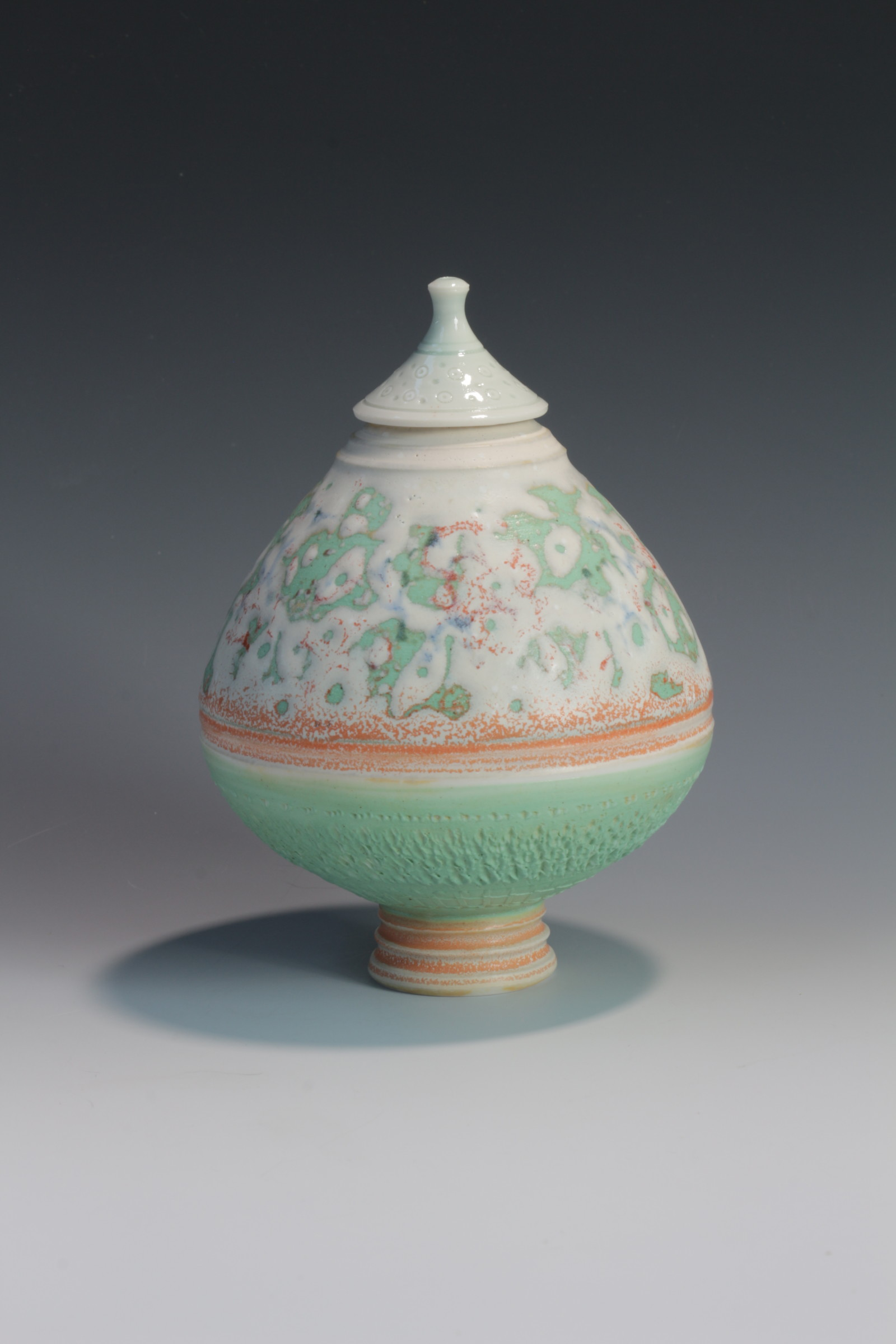 "<span class=""link fancybox-details-link""><a href=""/artists/61-geoffrey-swindell/works/6551-geoffrey-swindell-lidded-pot-2019/"">View Detail Page</a></span><div class=""artist""><strong>Geoffrey Swindell</strong></div> <div class=""title""><em>Lidded Pot</em>, 2019</div> <div class=""signed_and_dated"">Stamped on bottom</div> <div class=""medium"">Porcelain</div><div class=""copyright_line"">Ownart £17.50 x 10 Months 0% APR</div>"
