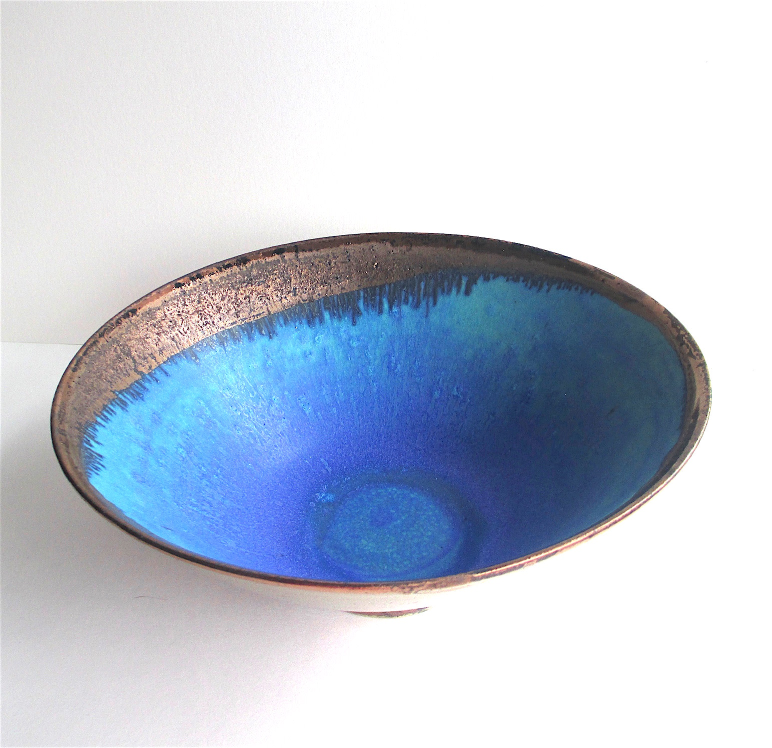 "<span class=""link fancybox-details-link""><a href=""/artists/44-sarah-perry/works/6975-sarah-perry-copper-lustred-blue-pool-bowl-2020/"">View Detail Page</a></span><div class=""artist""><strong>Sarah Perry</strong></div> b. 1945 <div class=""title""><em>Copper lustred Blue Pool Bowl</em>, 2020</div> <div class=""signed_and_dated"">labelled on the bottom</div> <div class=""medium"">Stoneware</div> <div class=""dimensions"">h. 10 x 24 cm </div><div class=""copyright_line"">Own Art: £ 35.20 x 10 Months, 0% APR</div>"