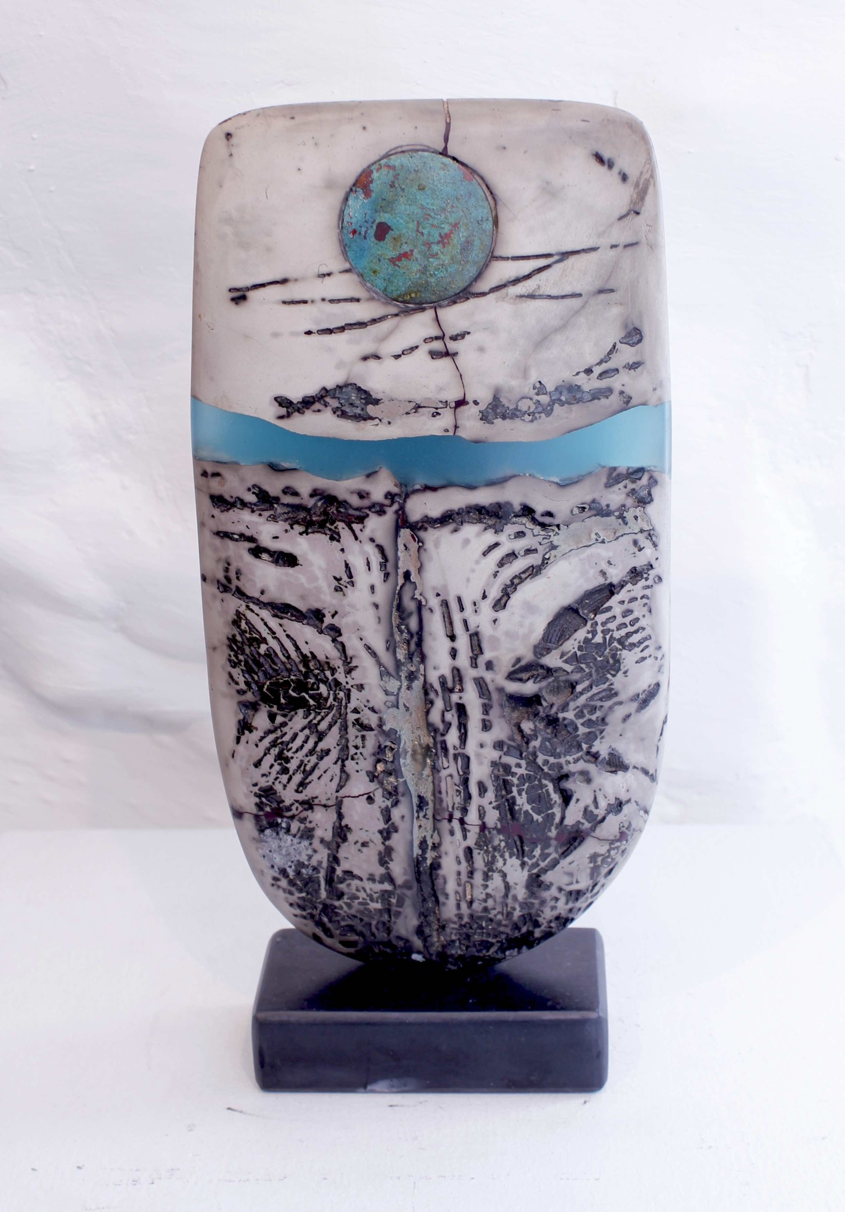 <span class=&#34;link fancybox-details-link&#34;><a href=&#34;/artists/40-peter-hayes/works/5956-peter-hayes-raku-bow-2018/&#34;>View Detail Page</a></span><div class=&#34;artist&#34;><strong>Peter Hayes</strong></div> <div class=&#34;title&#34;><em>Raku Bow</em>, 2018</div> <div class=&#34;signed_and_dated&#34;>signed</div> <div class=&#34;medium&#34;>stoneware</div> <div class=&#34;dimensions&#34;>27.9 x 12.7 cm<br /> 11 x 5 inches</div><div class=&#34;copyright_line&#34;>OwnArt: £ 52 x 10 Months, 0% APR</div>