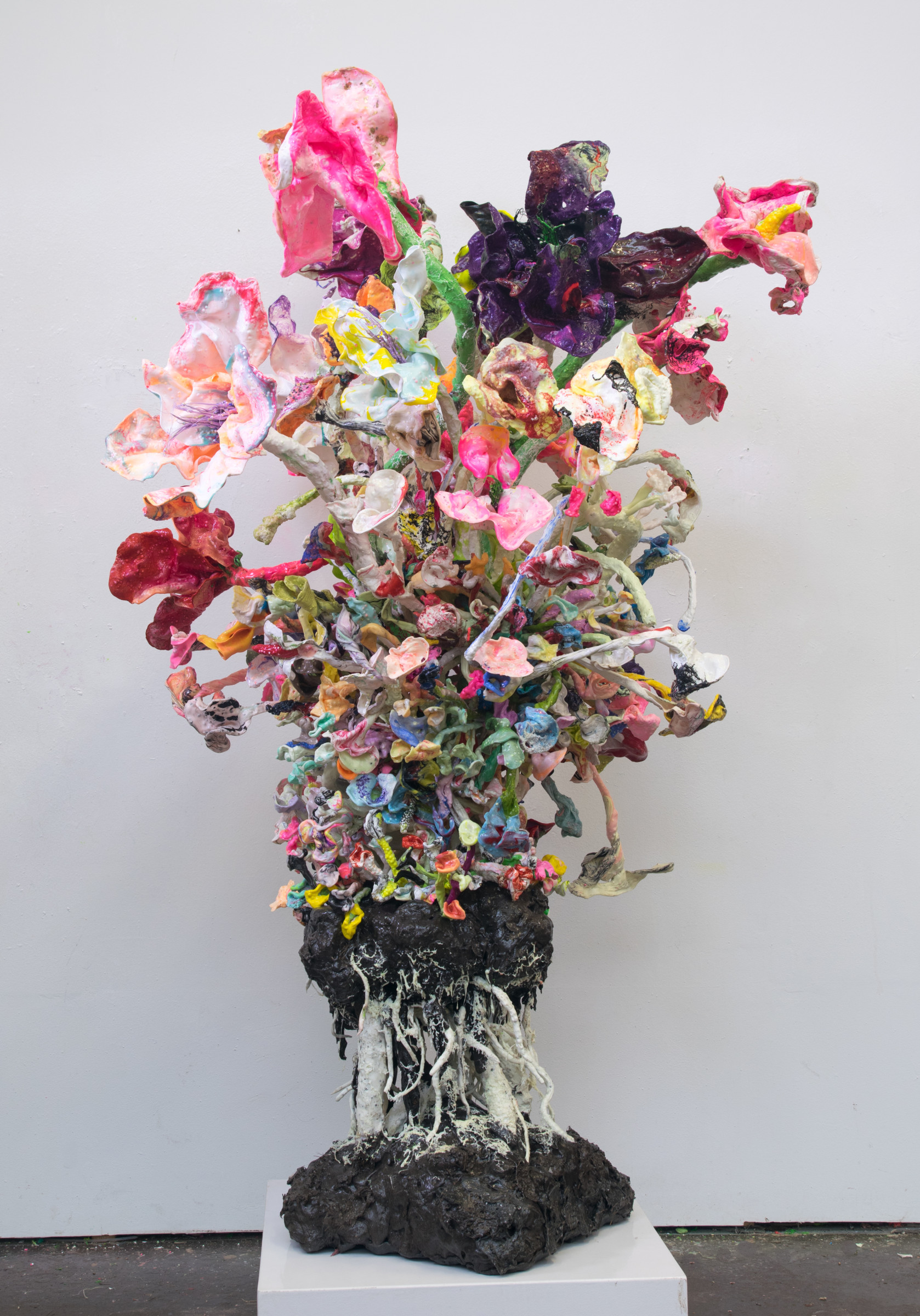 "<span class=""link fancybox-details-link""><a href=""/artists/42-stefan-gross/works/5351-stefan-gross-stranger-flowers-vii-2019/"">View Detail Page</a></span><div class=""artist""><strong>Stefan Gross</strong></div> <div class=""title""><em>Stranger Flowers - VII</em>, 2019</div> <div class=""medium"">Oil Plastic</div> <div class=""dimensions"">180 x 90 x 90 cm</div><div class=""price"">€21,000.00</div>"