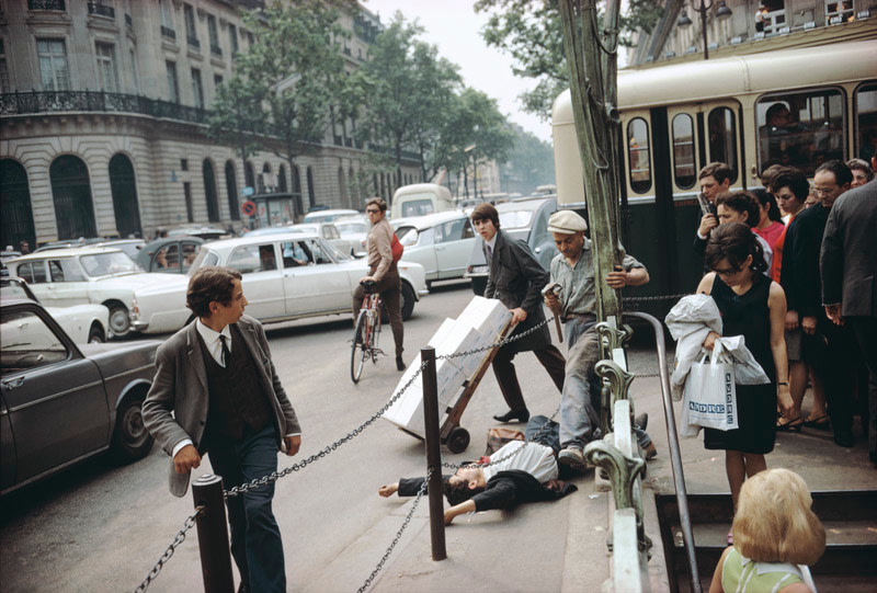 <span class=&#34;link fancybox-details-link&#34;><a href=&#34;/artists/44-joel-meyerowitz/works/21275-joel-meyerowitz-paris-france-1967/&#34;>View Detail Page</a></span><div class=&#34;artist&#34;><strong>Joel Meyerowitz</strong></div> b. 1938 <div class=&#34;title&#34;><em>Paris, France</em>, 1967</div> <div class=&#34;signed_and_dated&#34;>Signed, titled, dated, and editioned, in ink, on adhered label, au mount verso<br /> Printed in 2016</div> <div class=&#34;medium&#34;>Pigment print on archival paper flush mounted to archival board</div> <div class=&#34;dimensions&#34;>15 ¾ x 23 ½ inch (40.01 x 59.69 cm) image<br /> 16 x 23 ¾ inch (40.64 x 60.33 cm) paper, board</div> <div class=&#34;edition_details&#34;>Edition of 15 (#3/15)</div><div class=&#34;copyright_line&#34;>© Joel Meyerowitz</div>