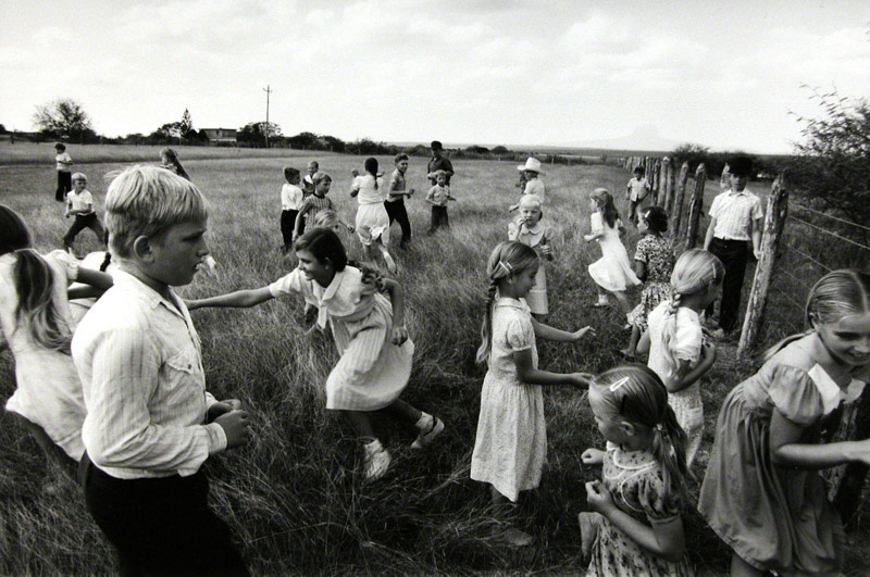 """<span class=""""link fancybox-details-link""""><a href=""""/artists/110-larry-towell/works/6441-larry-towell-manuel-colony-tamaulipas-mexico-kids-in-field-1994/"""">View Detail Page</a></span><div class=""""artist""""><strong>Larry Towell</strong></div> b. 1953 <div class=""""title""""><em>Manuel Colony, Tamaulipas, Mexico [kids in field]</em>, 1994</div> <div class=""""signed_and_dated"""">Artist's blindstamp, au recto<br /> Signed, titled, and dated, in pencil, au verso<br /> Printed circa 2001</div> <div class=""""medium"""">Gelatin silver print</div> <div class=""""dimensions"""">19 ¾ x 29 ⅝ inch (50.17 x 75.25 cm) image<br /> 23 ⅛ x 33 ¾ inch (58.74 x 85.73 cm) paper</div> <div class=""""edition_details""""></div><div class=""""copyright_line"""">© Larry Towell / Magnum Photos</div>"""